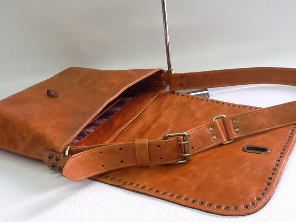 14db6ff66 Bolsa Carteiro couro rústico no Elo7 | BOLSAS VIVIAN LAGO (9DCF9B)