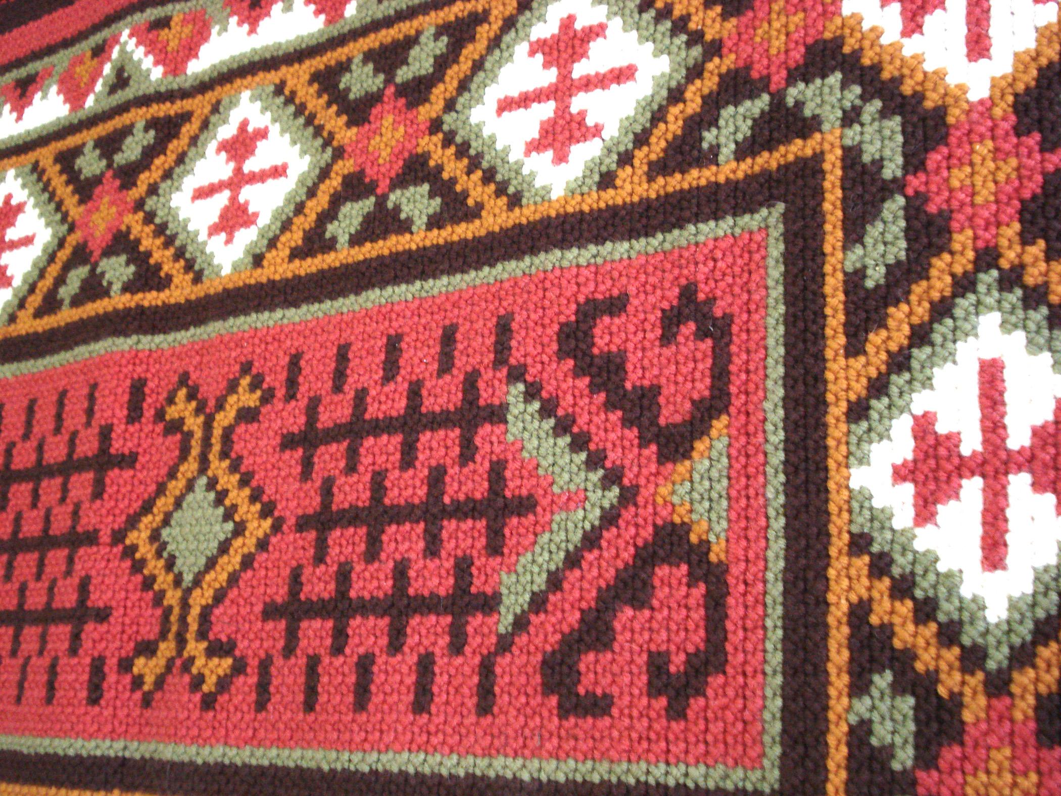 55f82a7d83c1 Tapete bordado a mão com lã em tela ponto brasileirinho