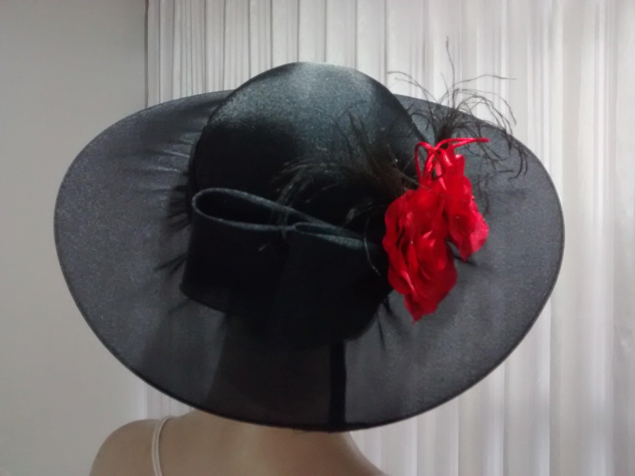 Chapéu Preto com flores vermelhas no Elo7  5aa3ac79ac0