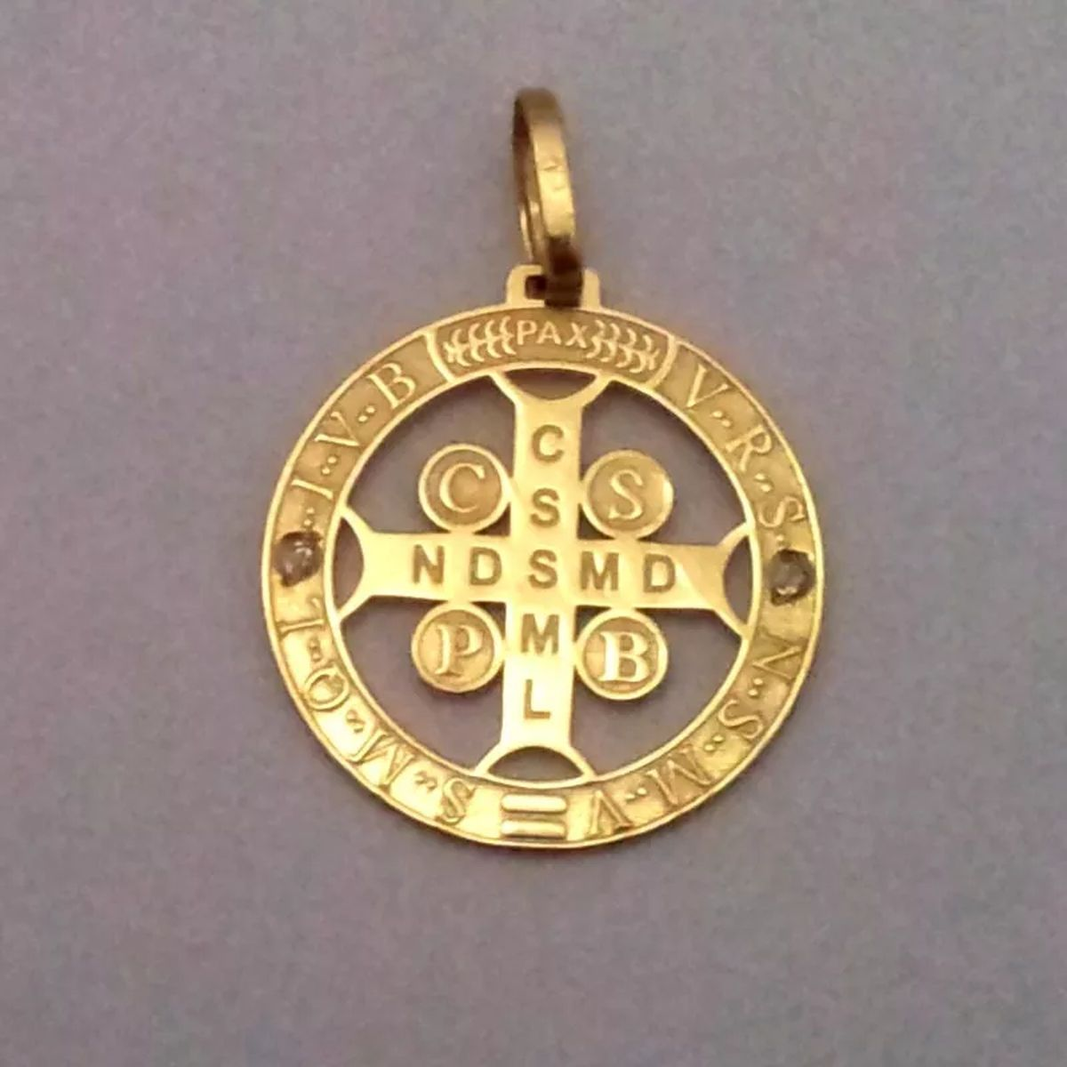 5d6981aa965c1 Medalha Cruz De São Bento De Ouro 18k no Elo7
