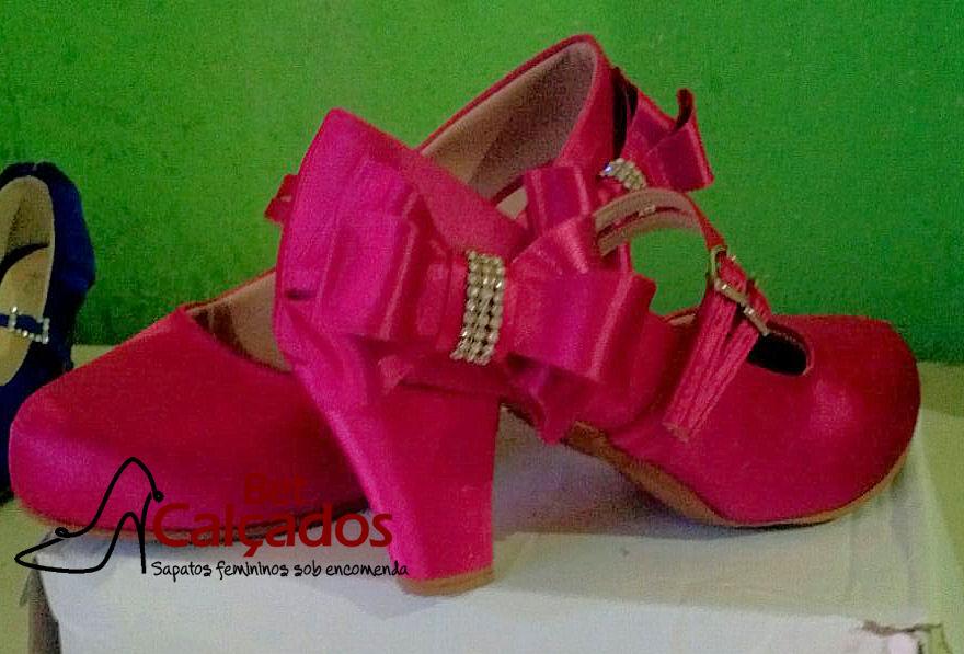 9e42c380955e Sapato 010 pink bico fechado com tiras salto 7cm grosso no Elo7 | Bet  Calçados (A727B0)