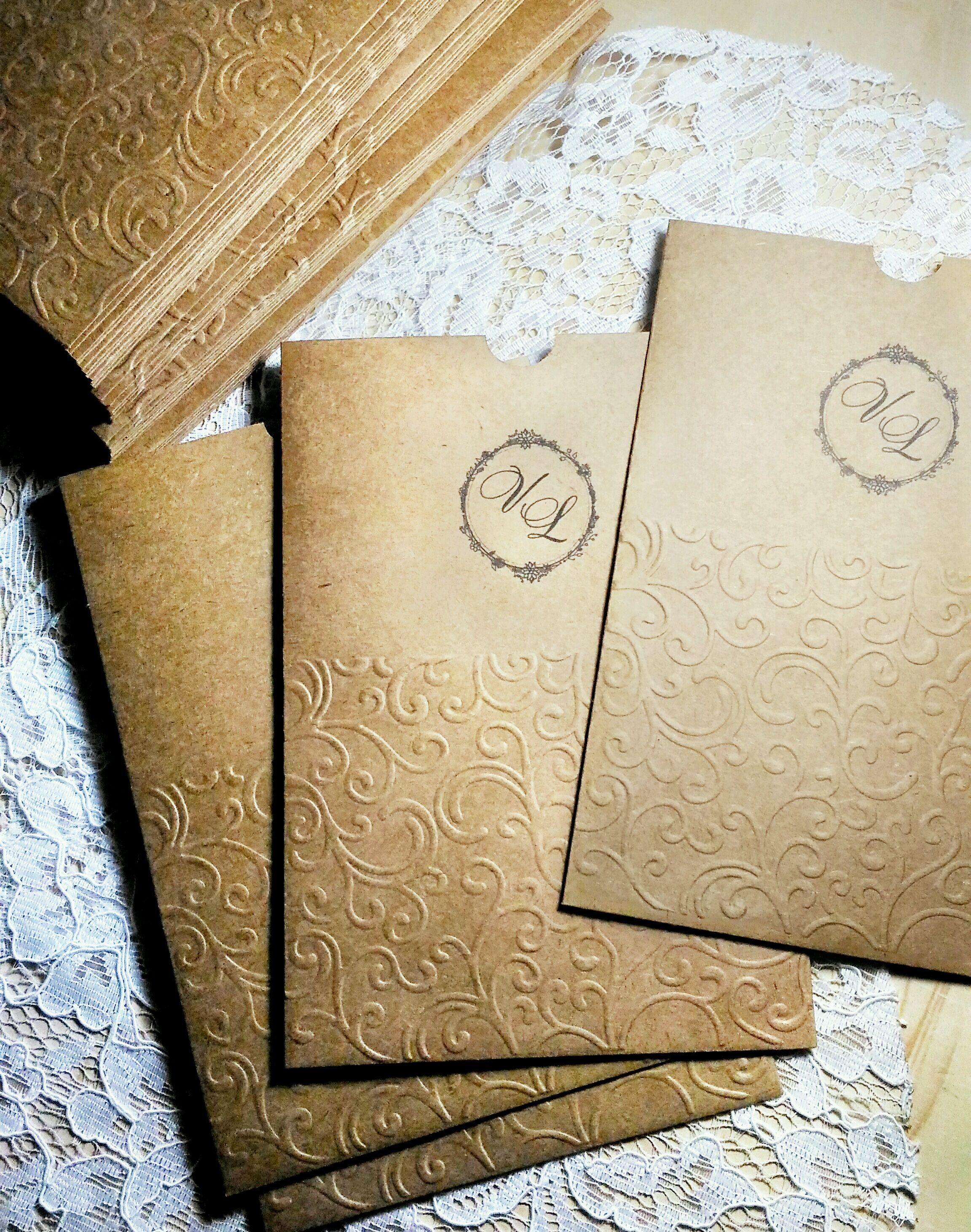 3c147311790 Envelope Luva Kraft Arabescos em Relevo
