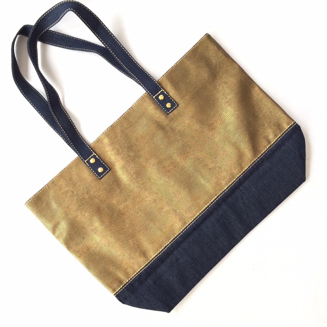 9cf06e768 Bolsa Tiracolo Dourada e jeans Classica no Elo7 | PATRICIA HENRIQUES  (AE2FED)