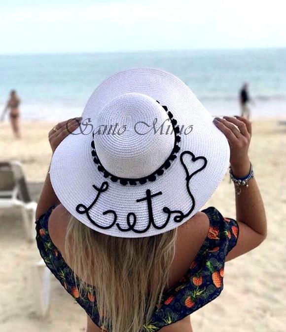 001c2351608b1 Chapéu personalizado de Praia com nome e pompons ABA larga no Elo7 ...