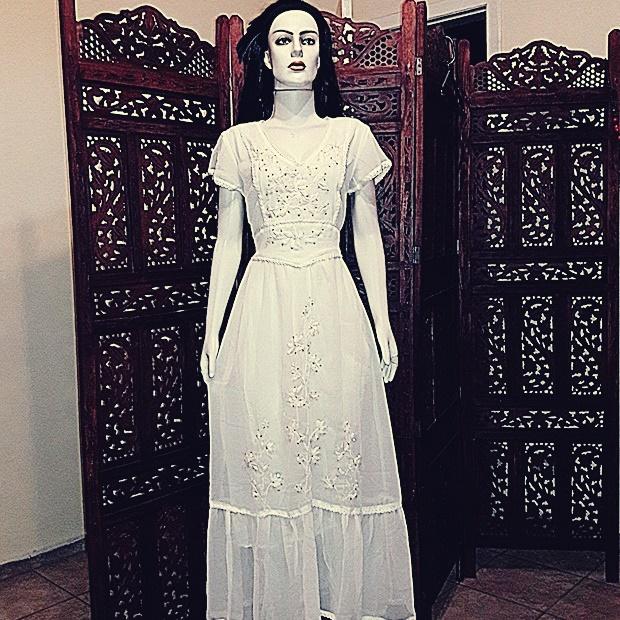 Vestido longo bordado importado