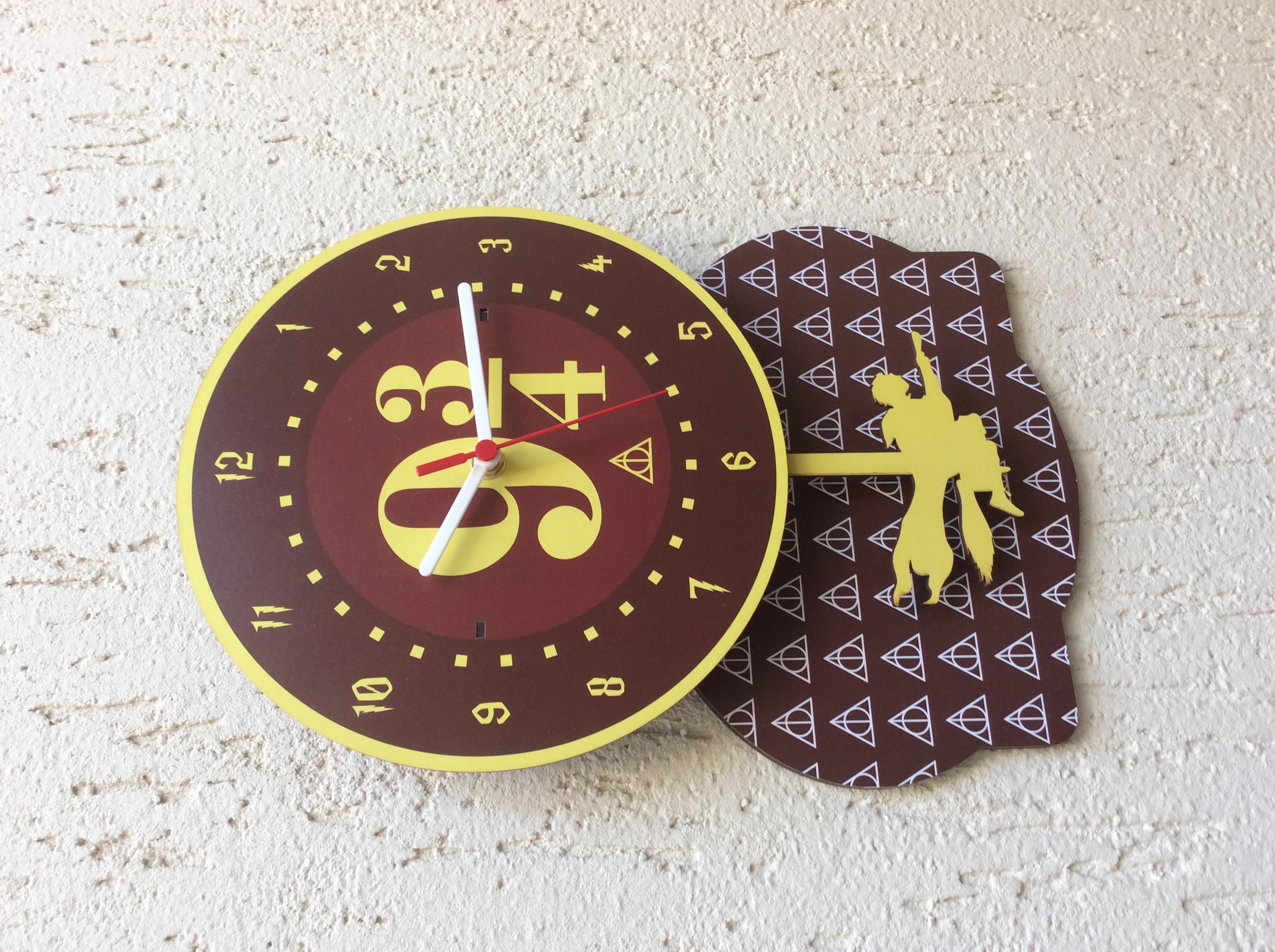 3218090b6ca Relógio com Pêndulos e Base Harry Potter no Elo7