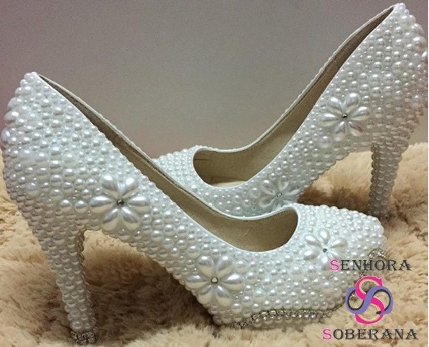 ed2c0ddd24 Sapato Meia Pata branco Flor perolas com Strass luxo(Noivas) no Elo7 ...