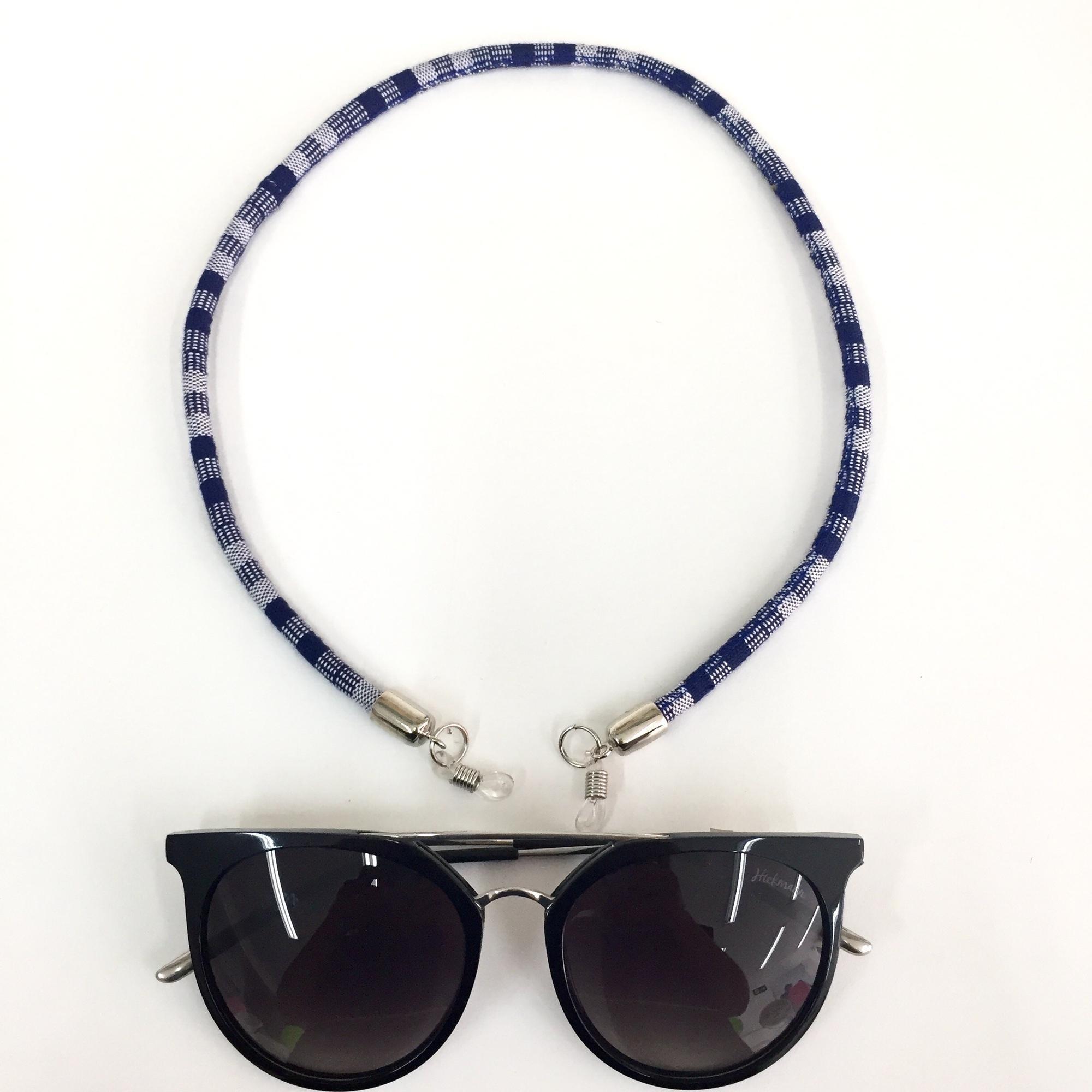 Cordão para pendurar óculos de grau e de sol no Elo7   Carla Barranco  acessórios (BB771E) bc006552a2