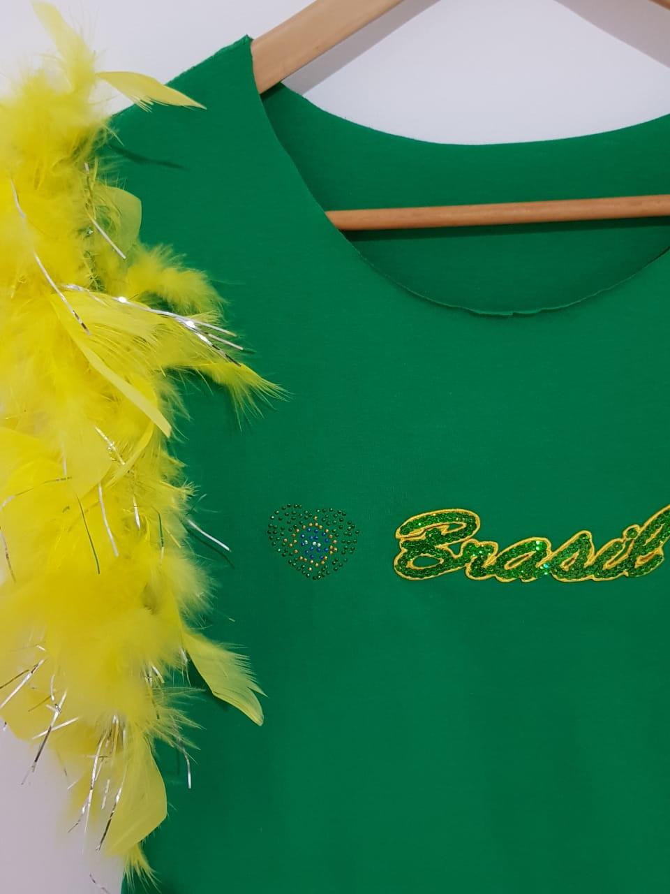 c4d25fc812 Camiseta Brasil Personalizada Feminina Verde com Plumas