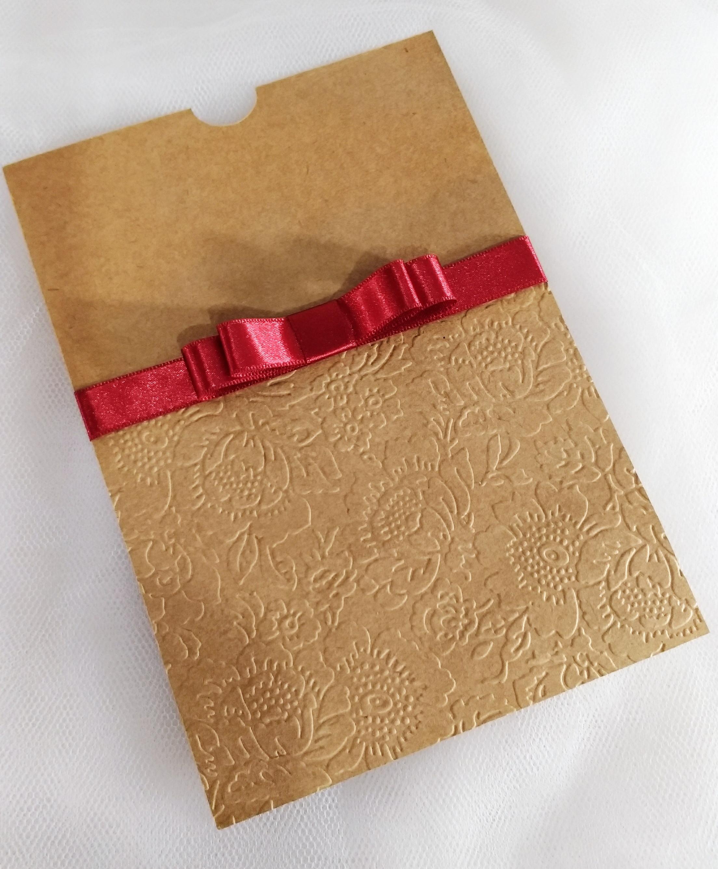 b6658c8f0e2 Envelope Luva Relevo Seco Floral em Papel Verge