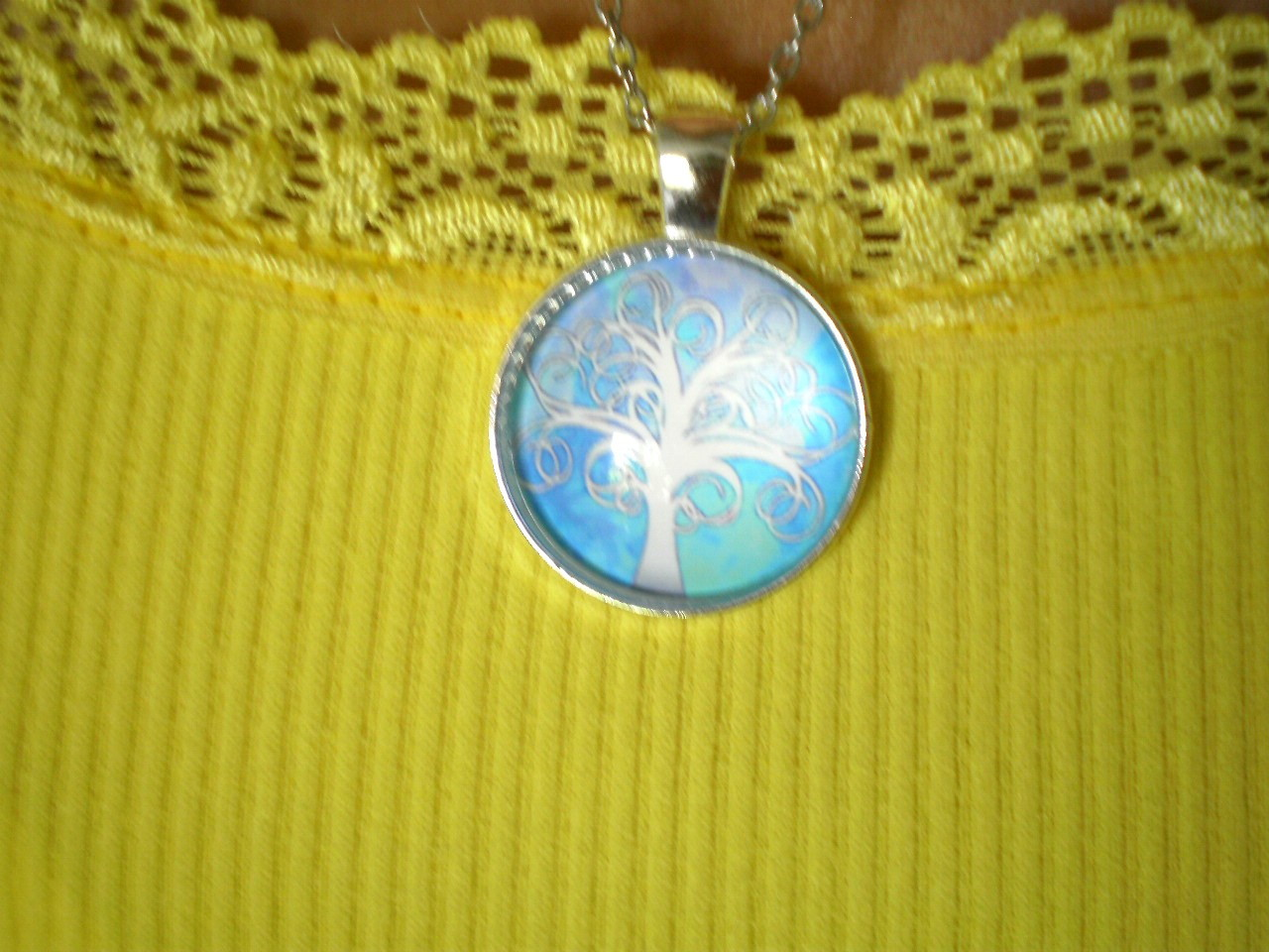 f4925bbc4ff Colar Mandala Árvore da Vida Branca Fundo Azul Céu Star no Elo7 ...