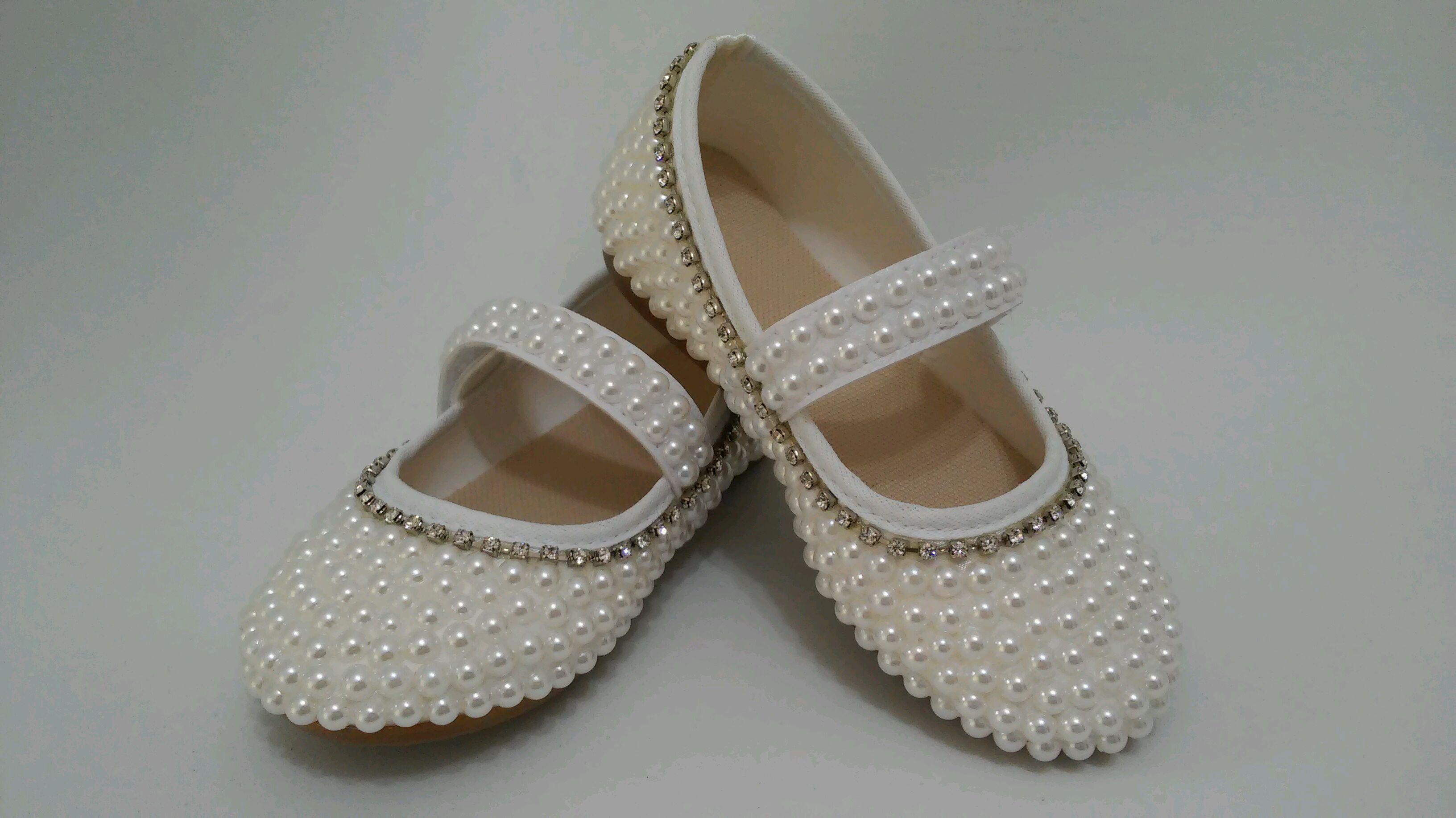 93c9cf1115 Sapato Branco com Perola e Strass