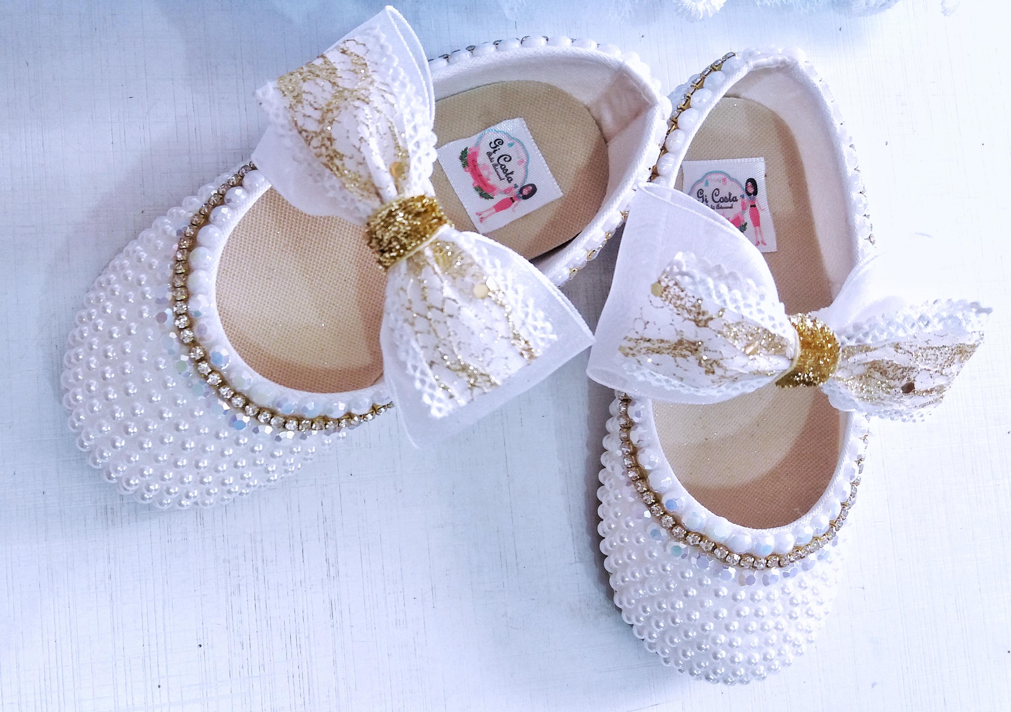 a597efb32b3 Sapato branco com pérola e strass no Elo7