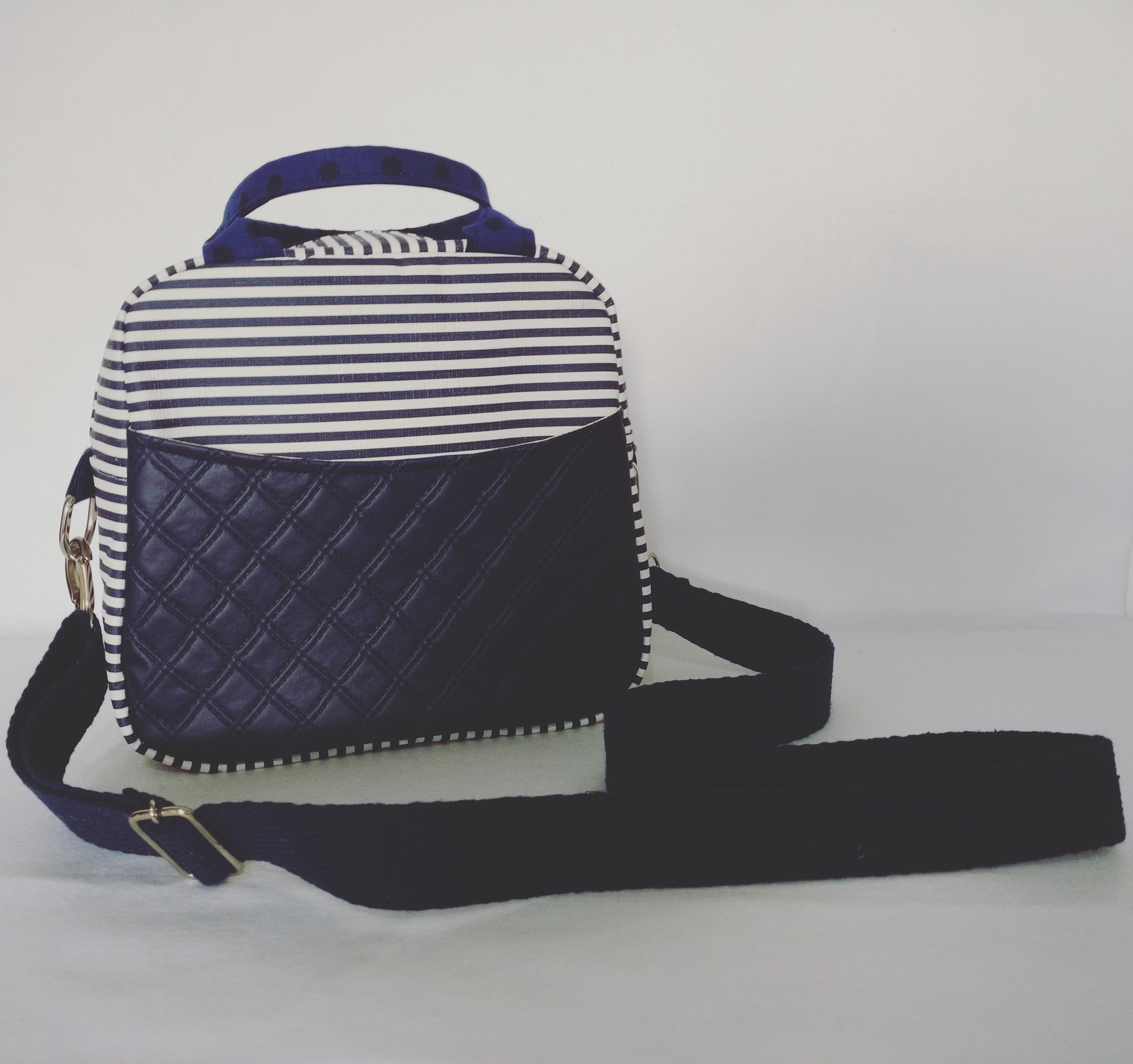 Bolsa Bucket Listrada Azul Marinho  a69d72c38b2