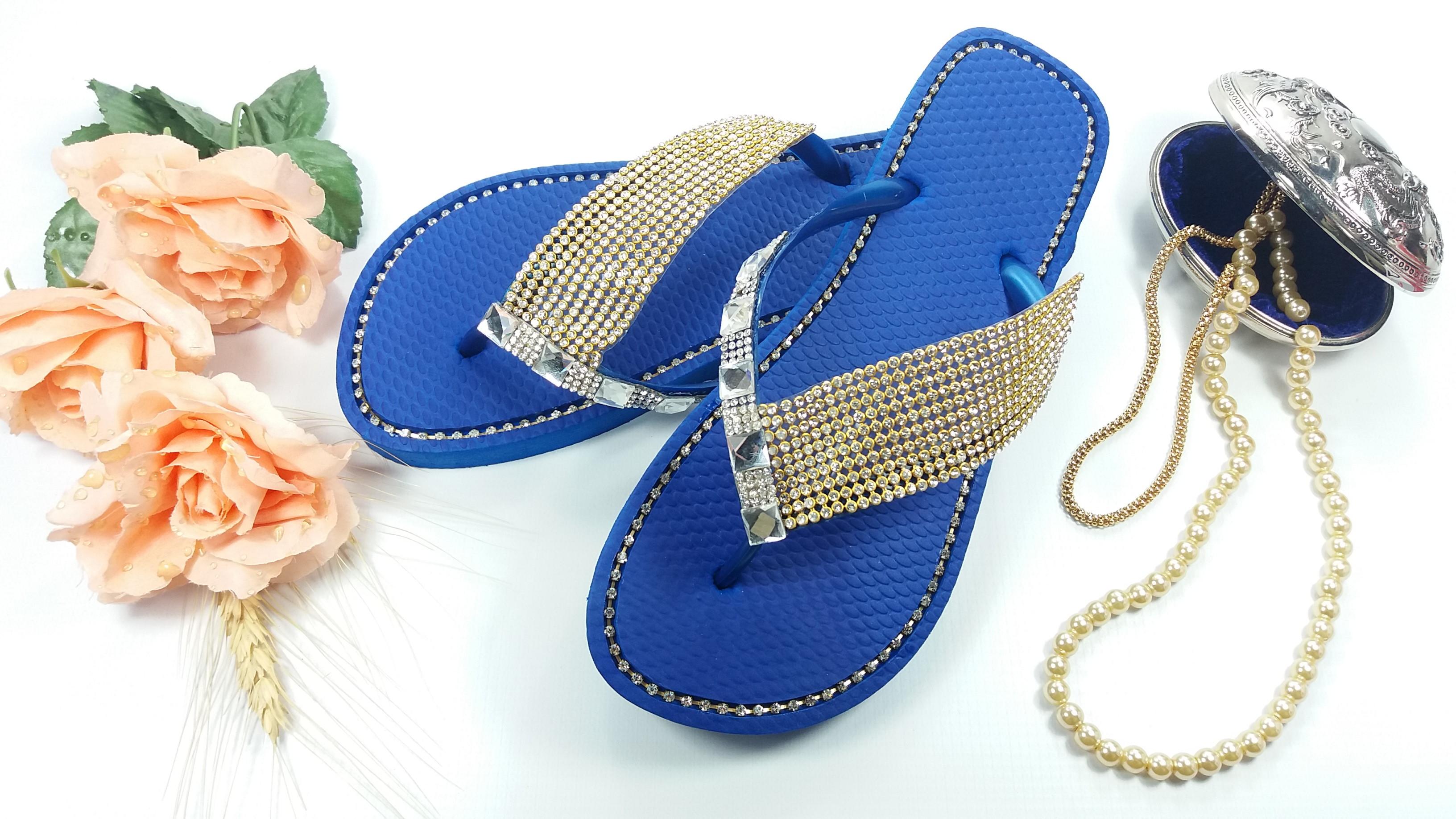 8d4533e33 Chinelo decorado com strass linha luxo em azul no Elo7 | Chinelos Curitiba  (D63D9F)