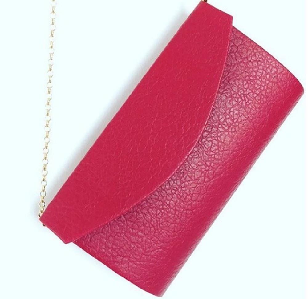 88b710f721 Bolsa Vermelha Cetim Corrente Ouro
