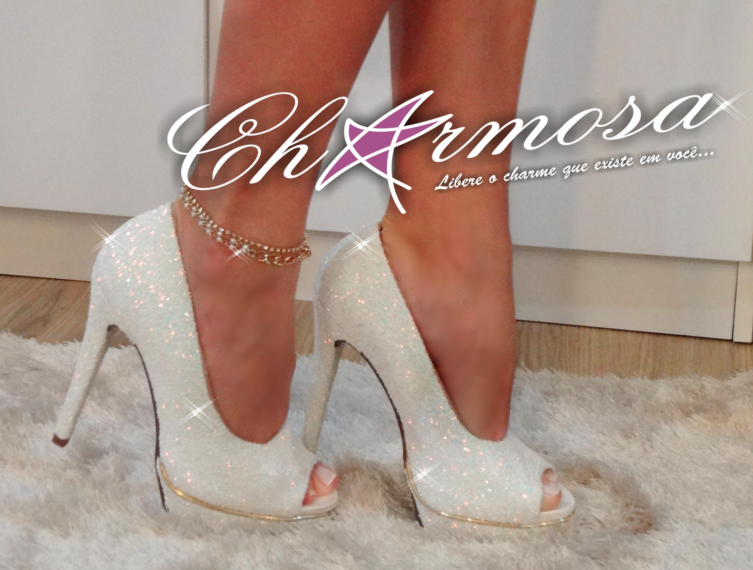 875b1ff7580 Sapato Branco e Dourado