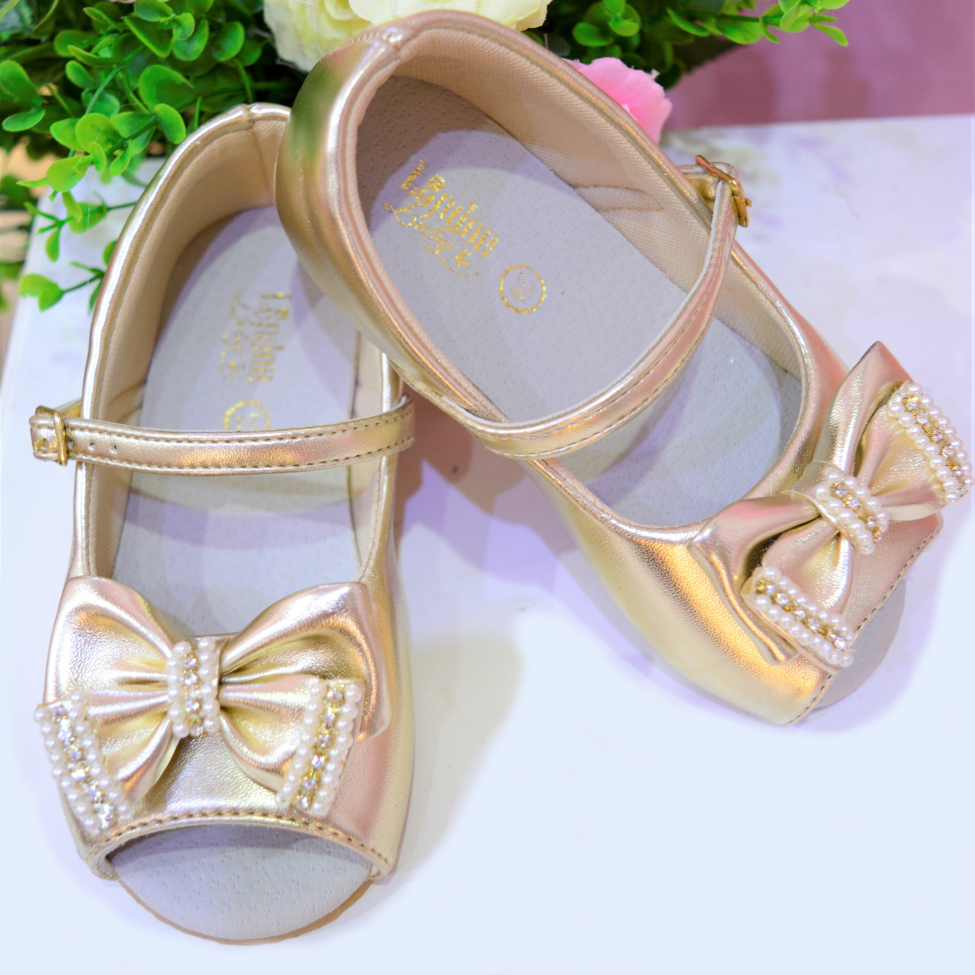 05aacf71b Sapato de menina para festa Dourado no Elo7