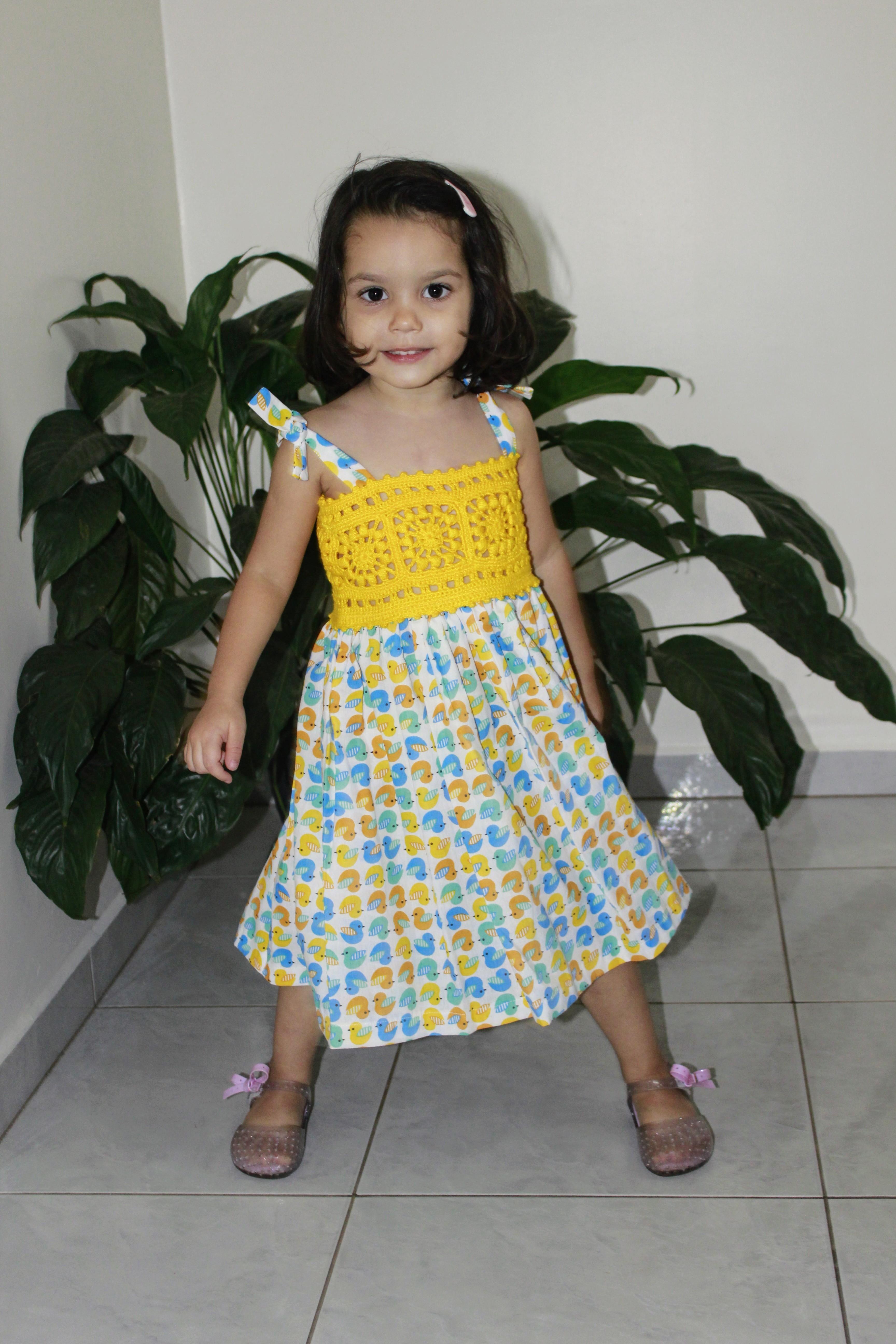 bff998947 Vestido infantil com pala de crochet e tecido - Amarelo no Elo7   De Malaga  (DF2BB3)