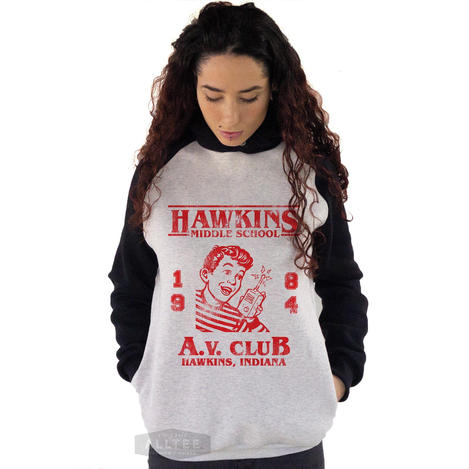 e0068eddf6 Moletom Blusa Raglan Stranger Things Hawkins Av Radio Club no Elo7 ...