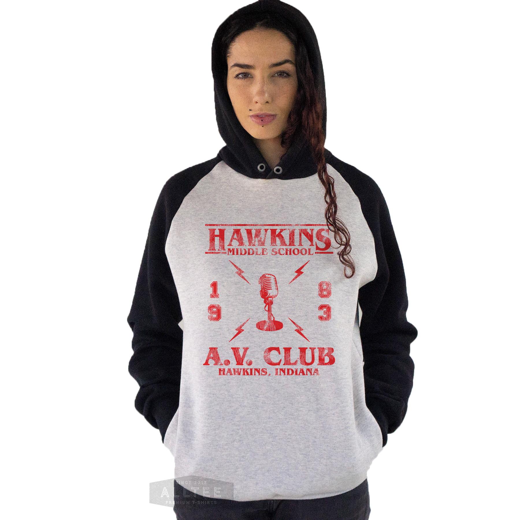 52cfebccfb Moletom Blusa Raglan Stranger Things Av Club Radio Hawkins no Elo7 ...
