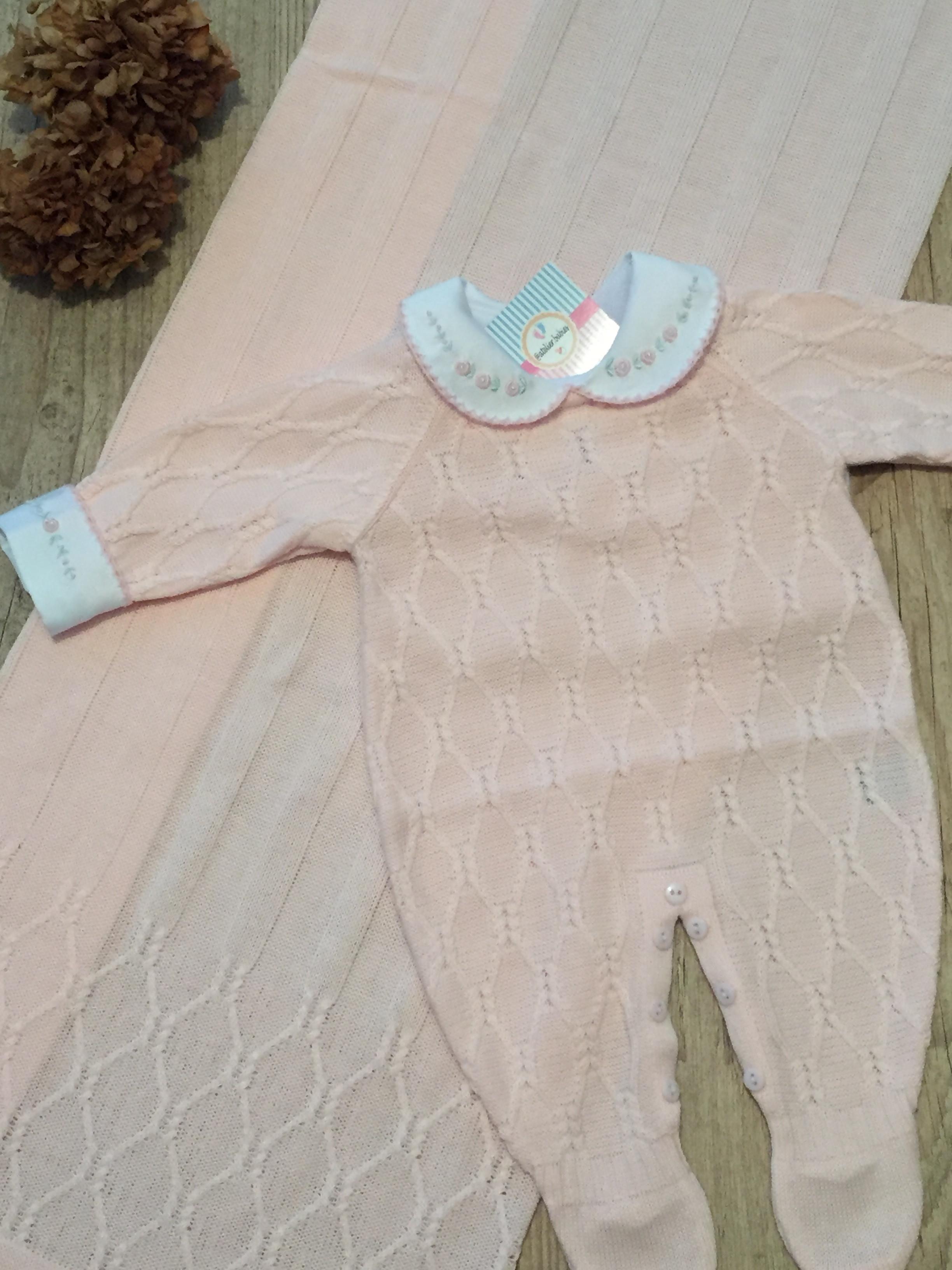 Saída de maternidade 2 peças (manta e macacão) no Elo7  b4679e26714