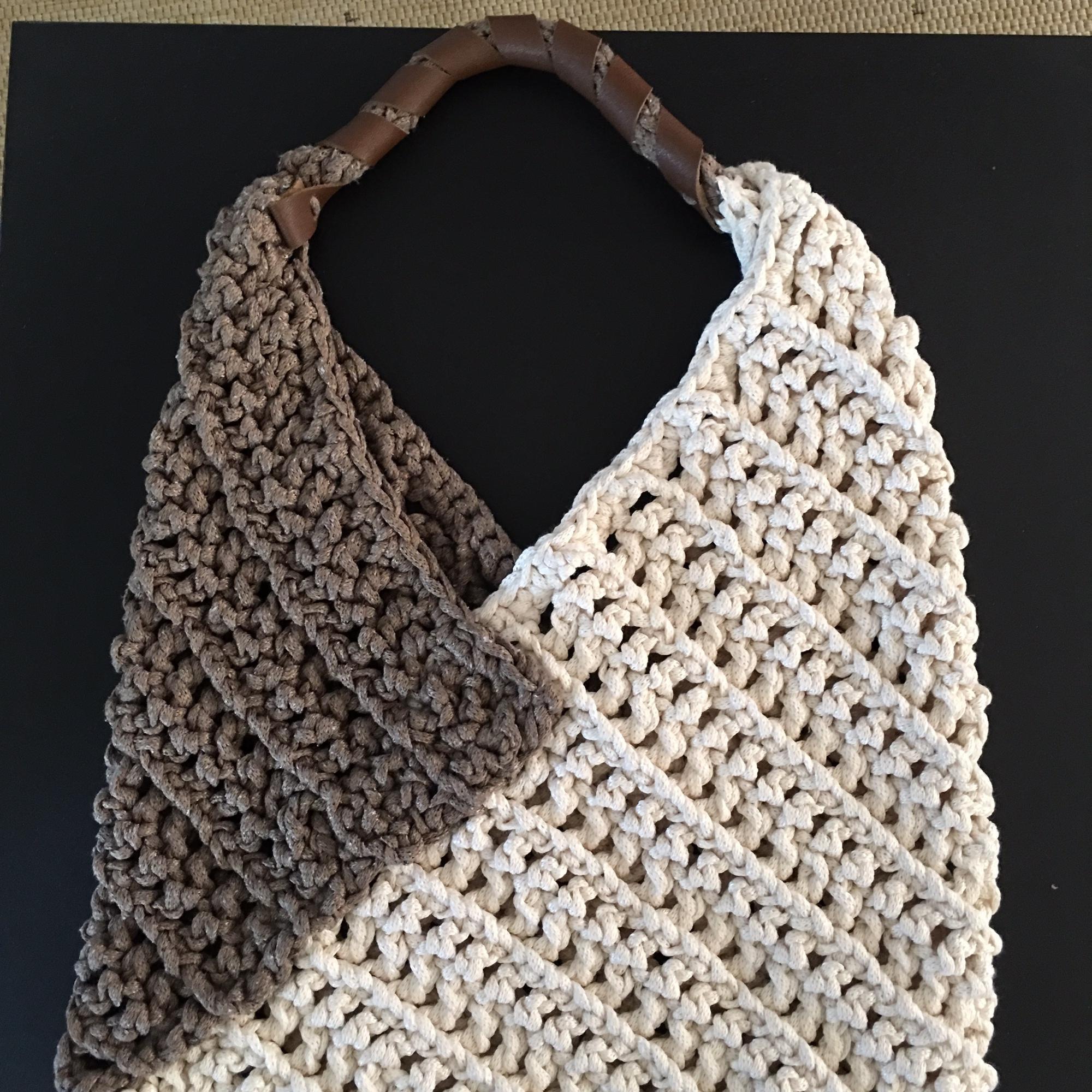 Bolsa Universitaria Croche Bege  9c81a01b091