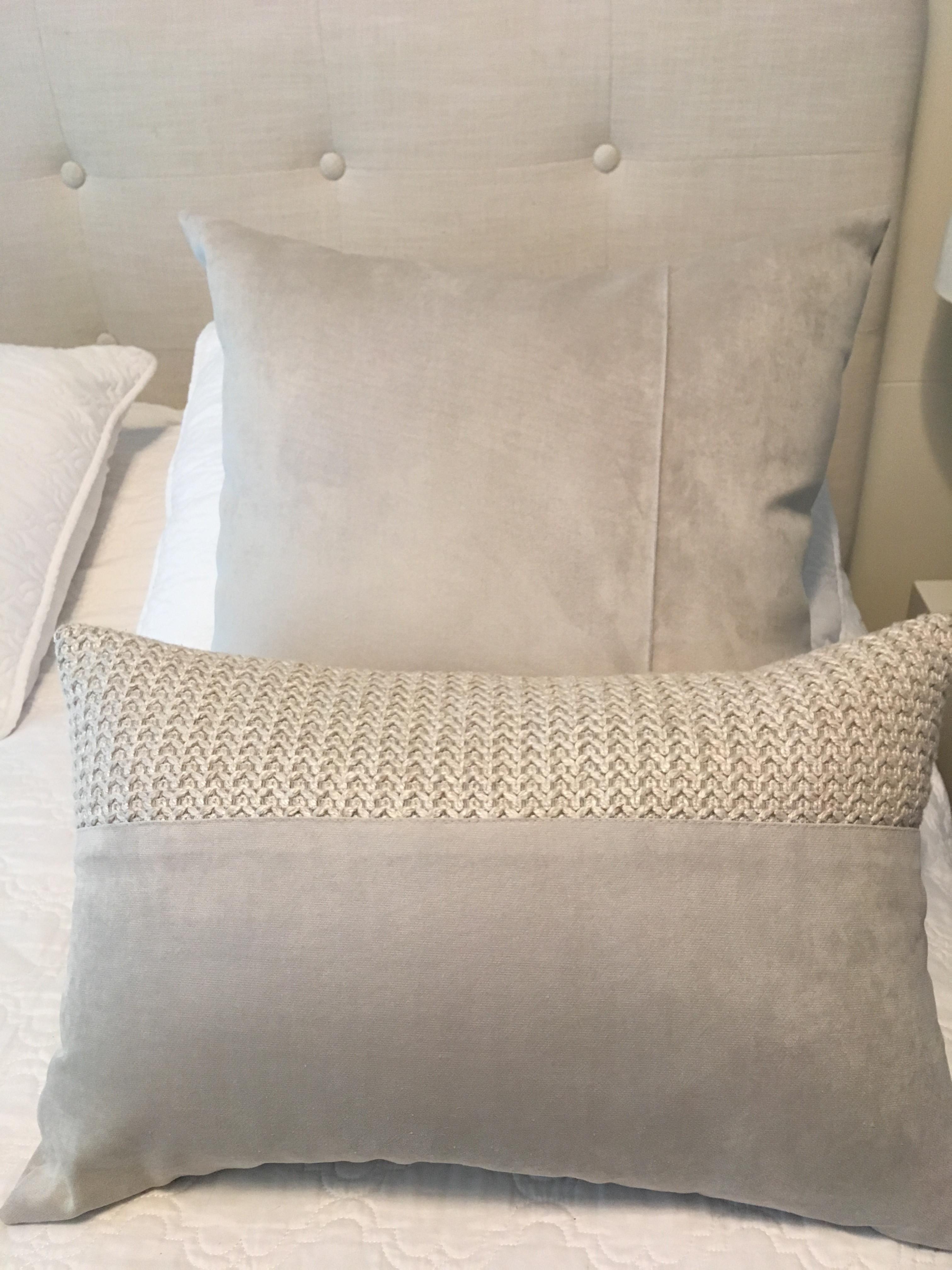 0063ecc4afbfe9 KIT duas Almofadas em veludo escandinavo cinza e tricot