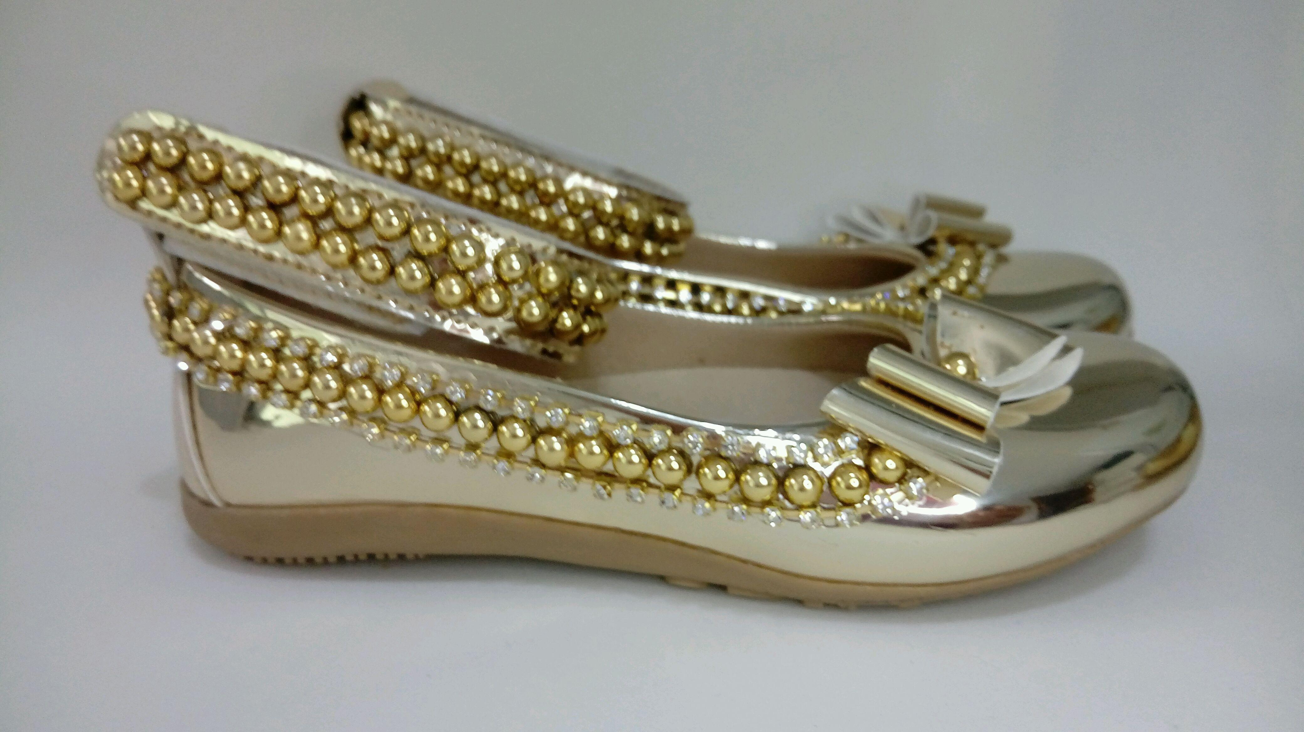 f4aa55993a8 Sapato e bolsa dourado Lol Queen Bee no Elo7
