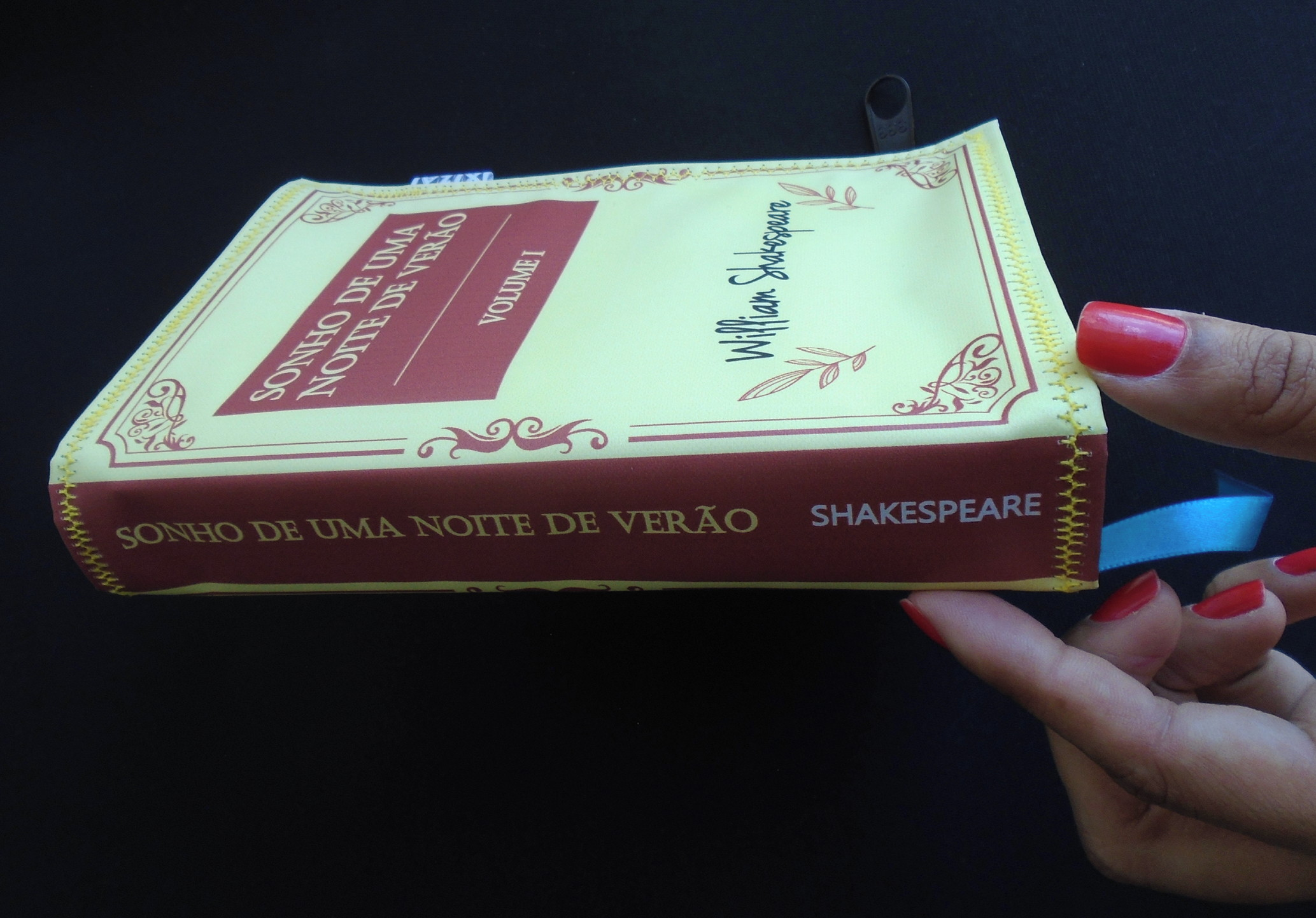 2ea0318ca Bolsa Carteira em formato de livro - SONHO DE UMA NOITE no Elo7   XIZA  (F0A8A8)