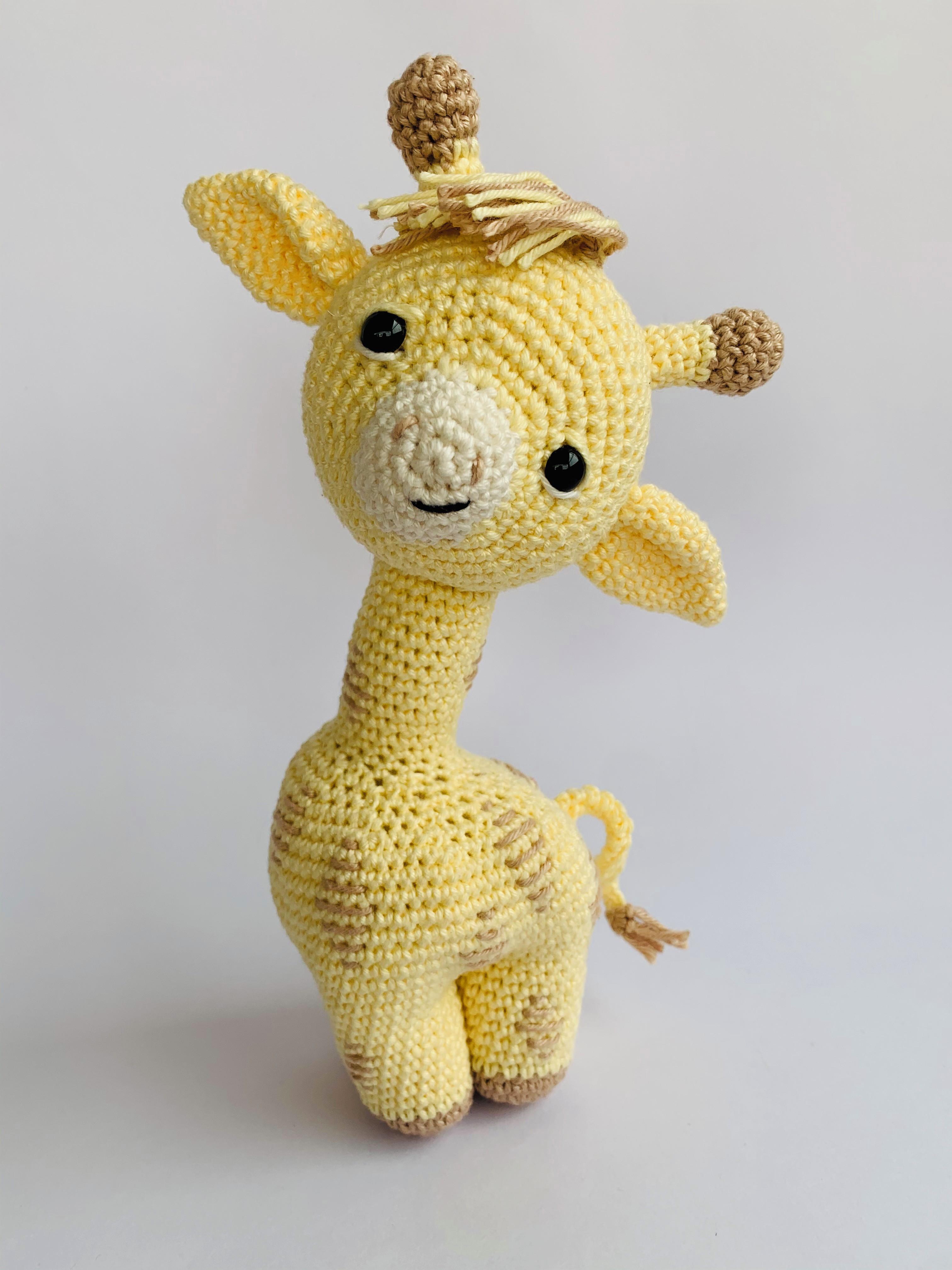 Mini Girafa Receita de Amigurumi de Crochê por Little Bear Crochets | 4032x3024