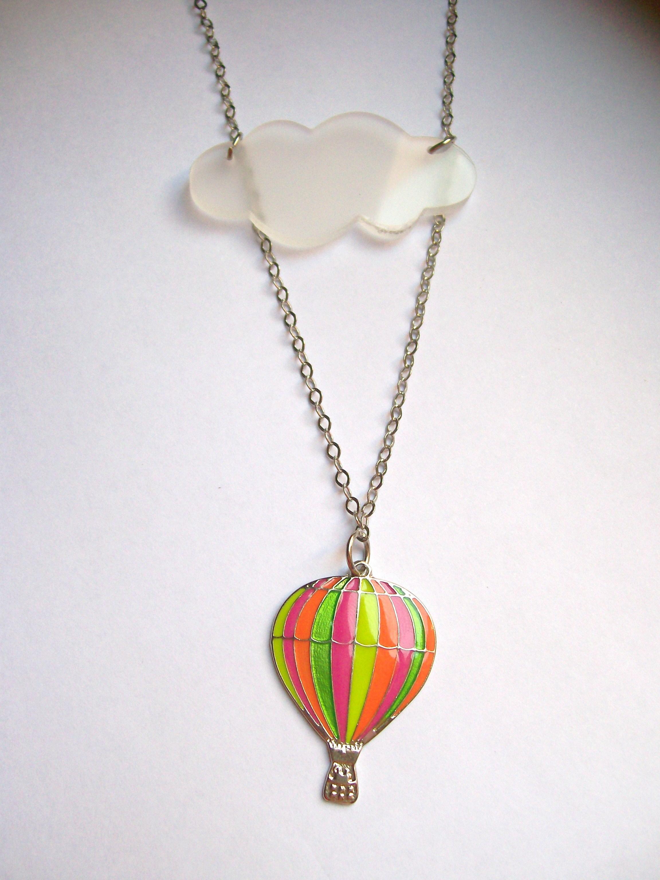 ba8ad743319 Colar Balão e nuvem no Elo7