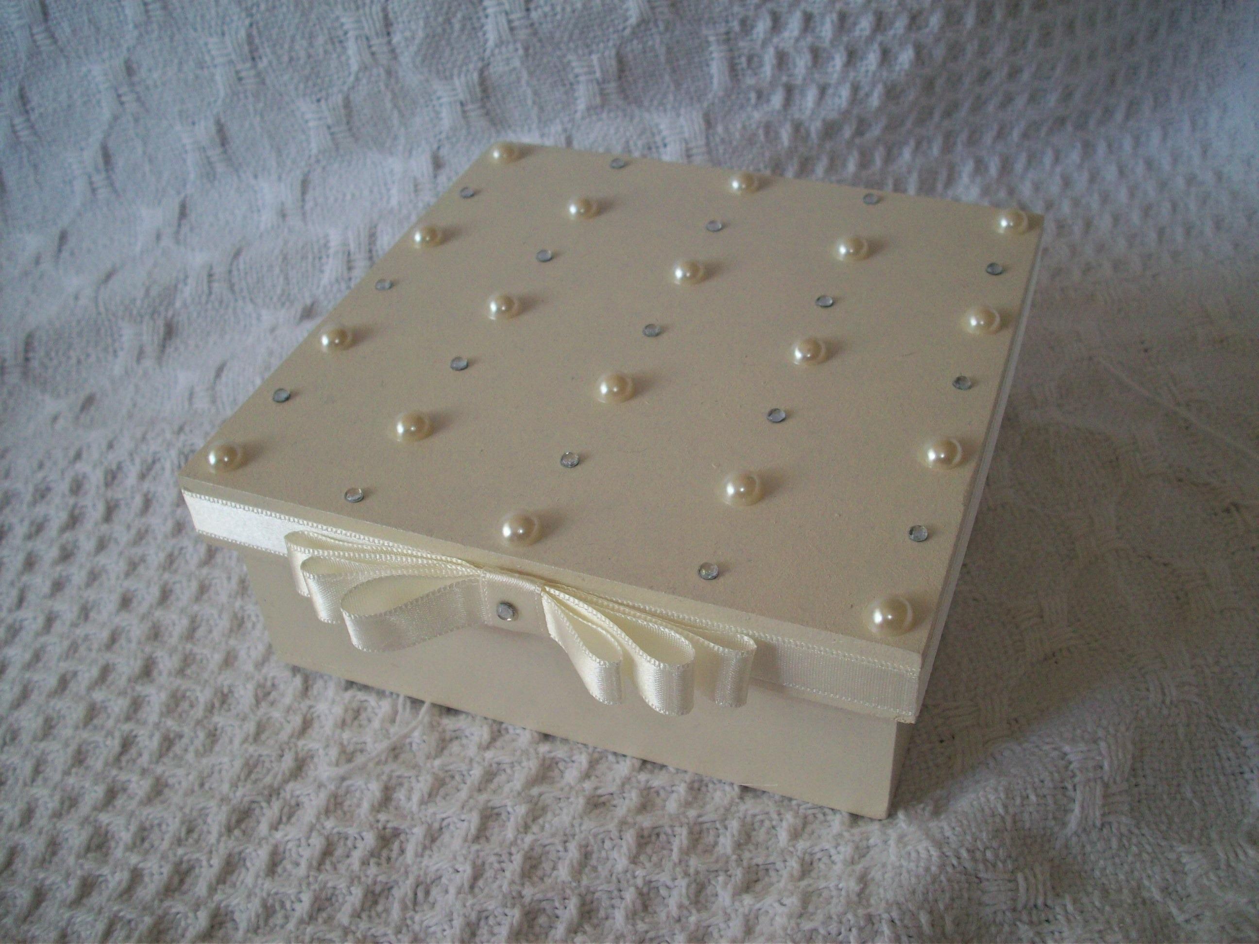 caixa perola e strass caixa perola e strass #756E56 2592x1944