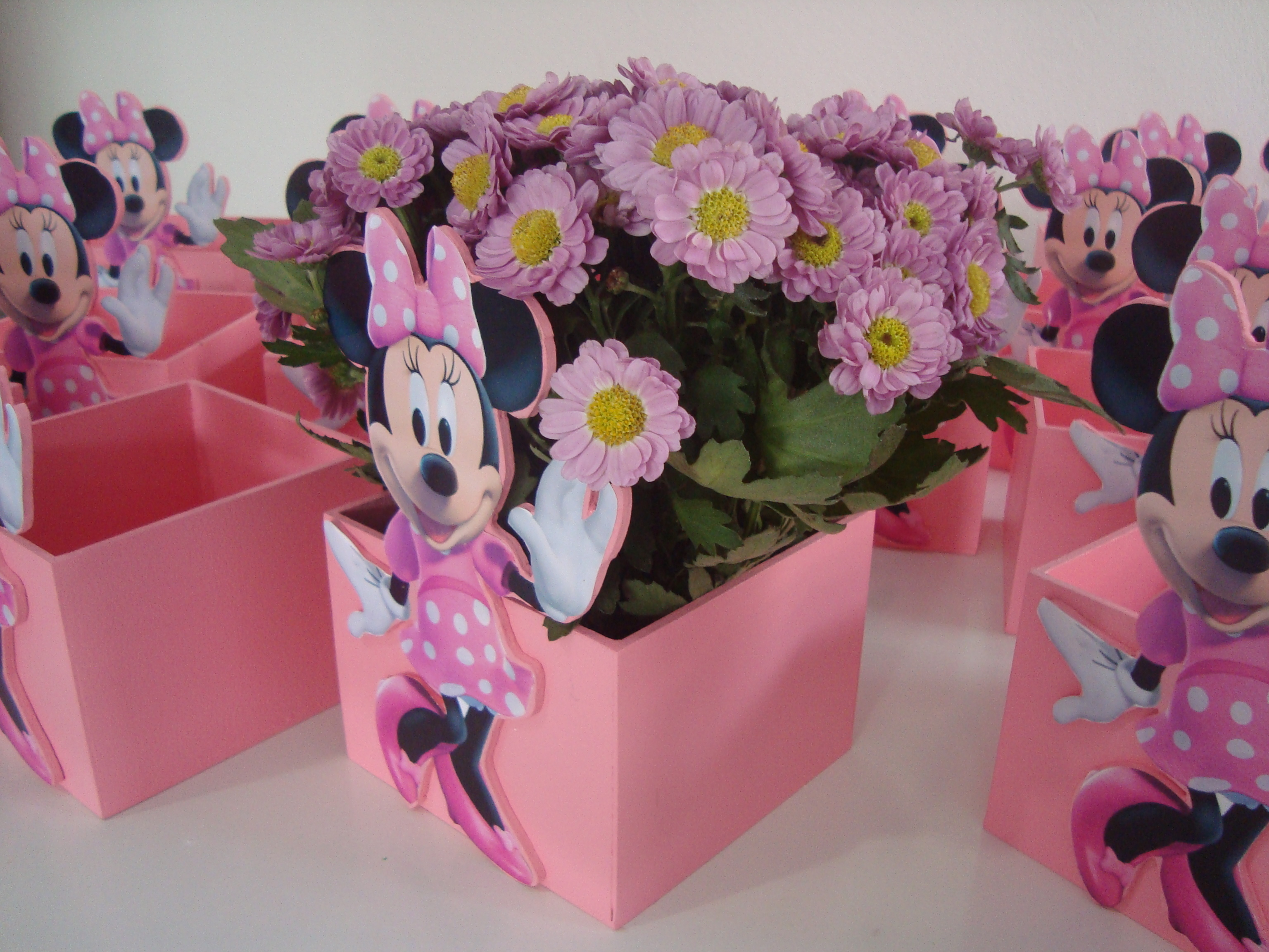 Centro de mesa minie cachep flores gaby artes elo7 - Centros de mesa de flores ...