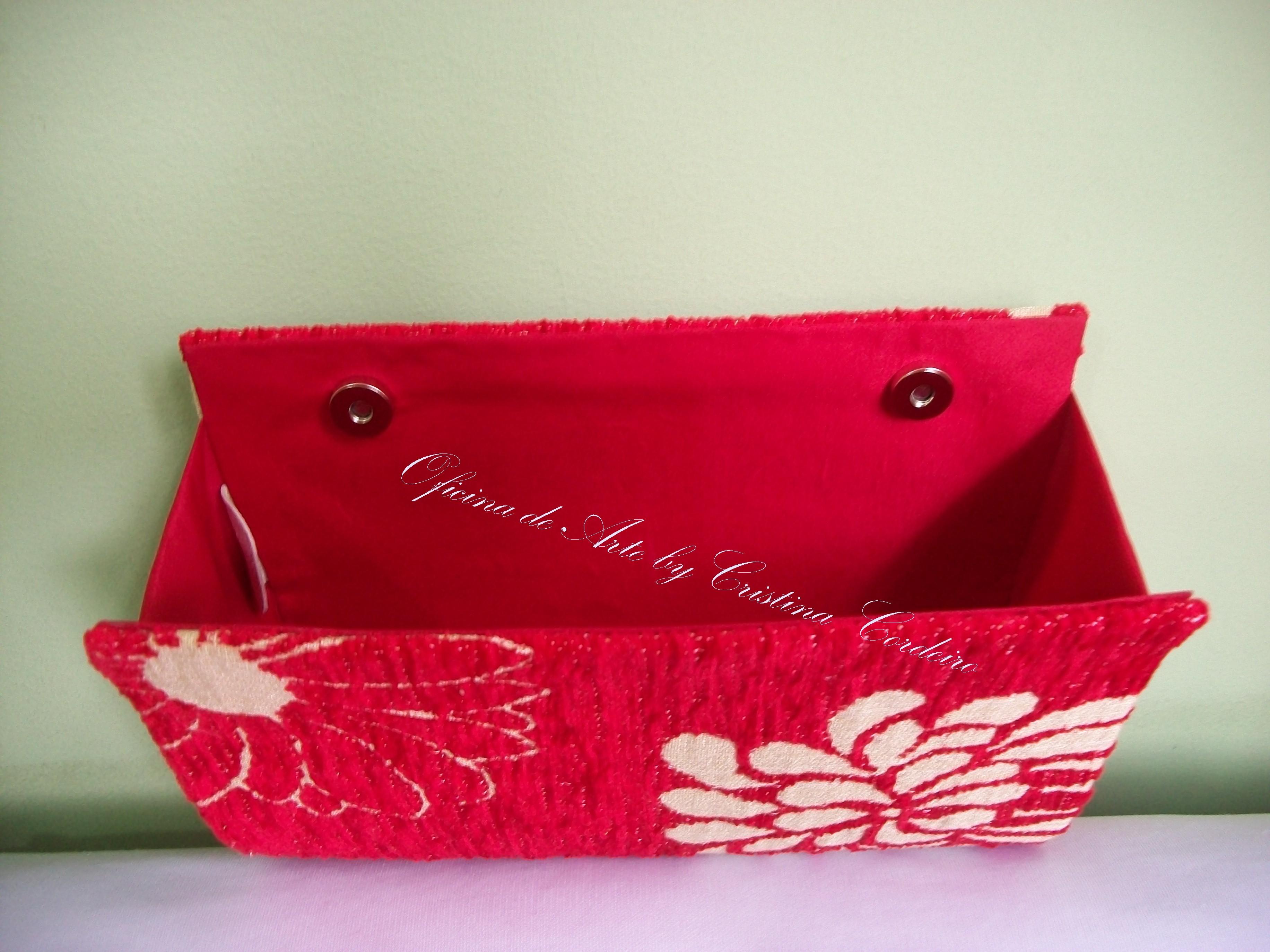 c06c08df1b Bolsa Clutch Vermelha com Flores no Elo7