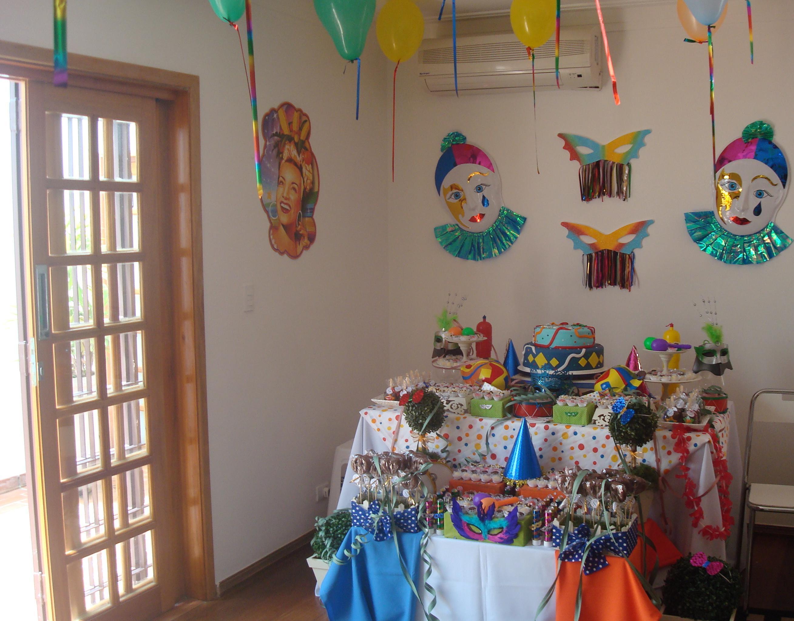 Locaç u00e3o de decoraç u00e3o de mesa Carnaval Caramelada Decorações Elo7 -> Decoração De Loja Carnaval