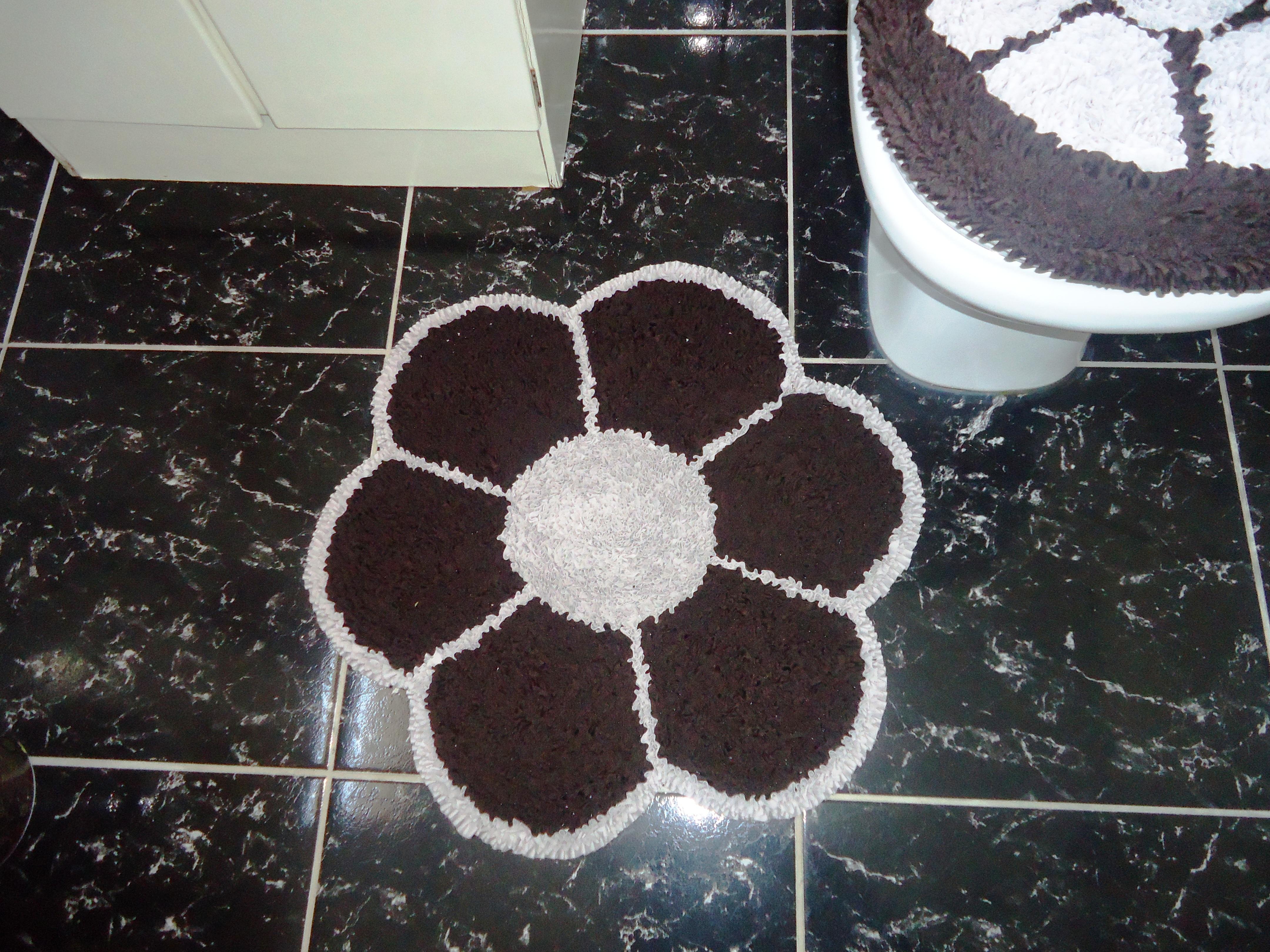 Jogo De Banheiro Flor 2 Pe As Em Frufru No Elo7 Mundo Do Aconchego  -> Tapete Frufru De Flor