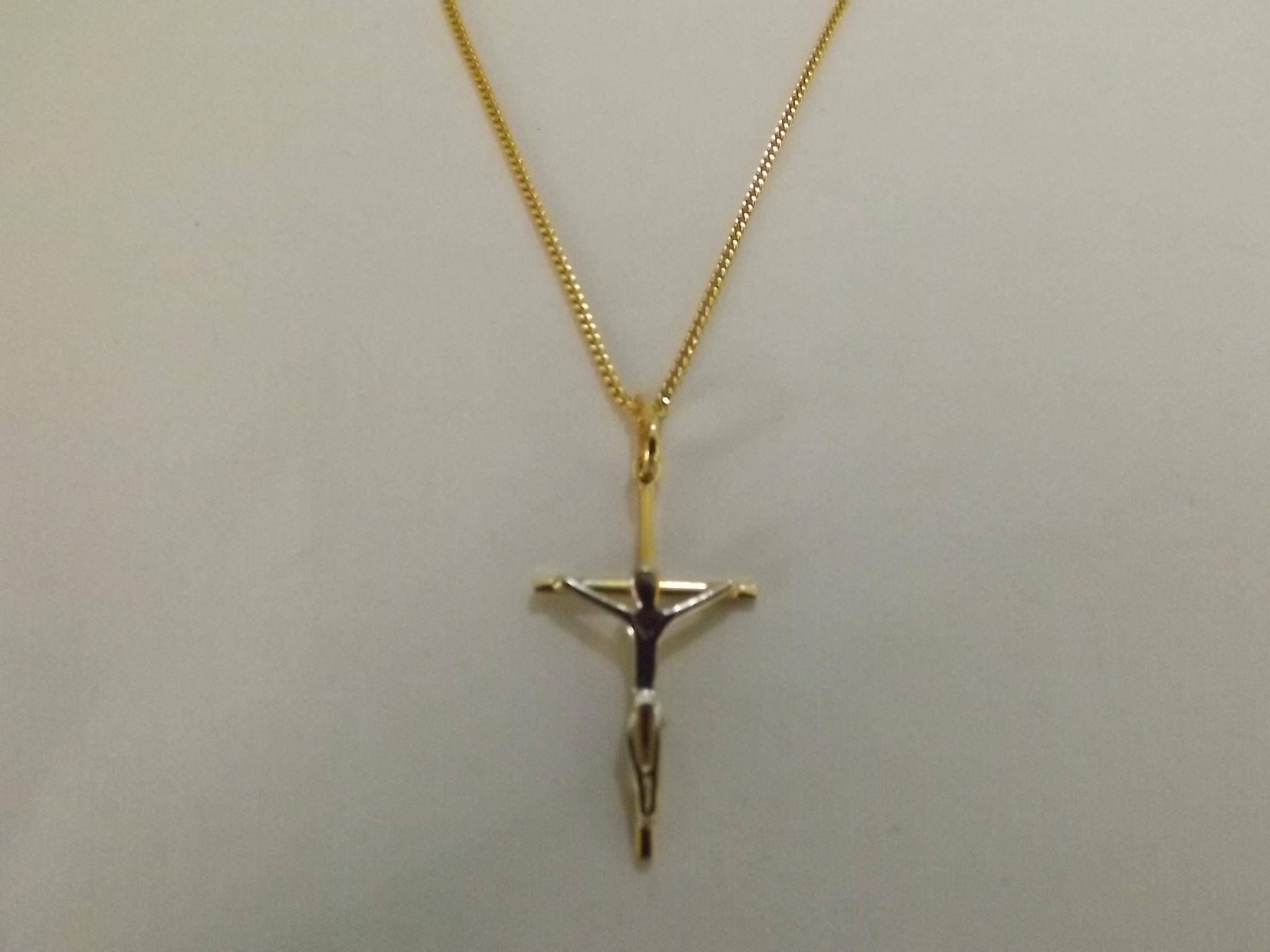 Colar cruz com cristo folheado a ouro no Elo7   Águas Claras Presentes  (3AA189) 34d735874c