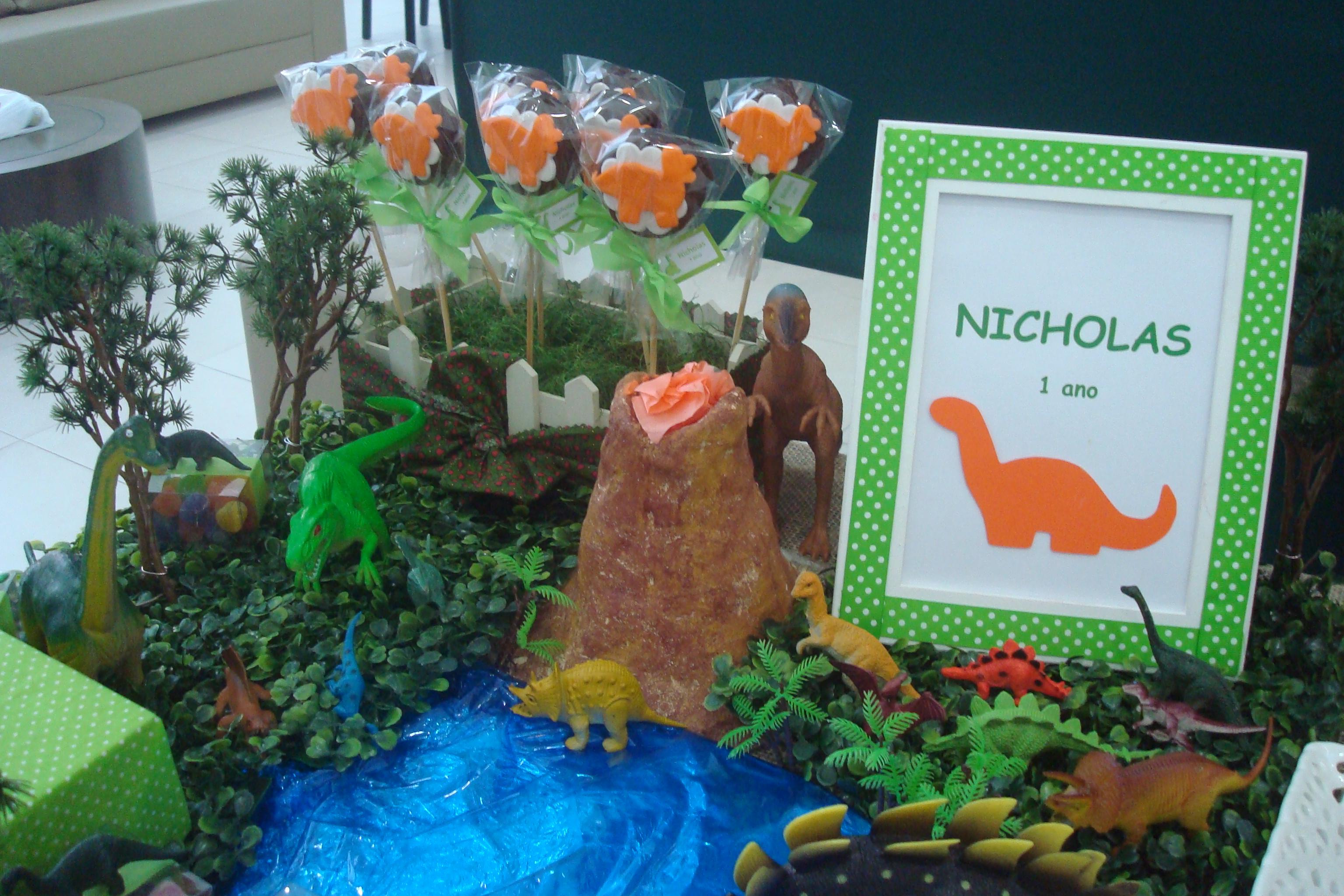 Decoraç u00e3o De Mesa Tema Dinossauros 3 Caramelada Decorações Elo7 -> Decoração De Mesa Festa Dinossauro