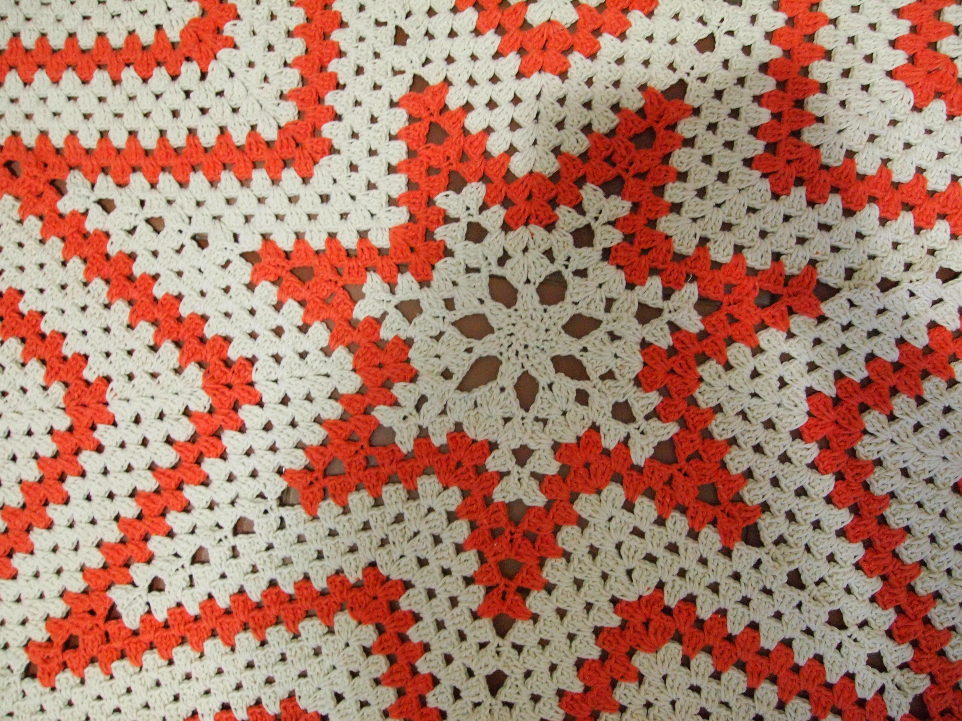 tapete estrela com detalhes amarelo lara flor cone tapete estrela com  #AE391D 4032 3024