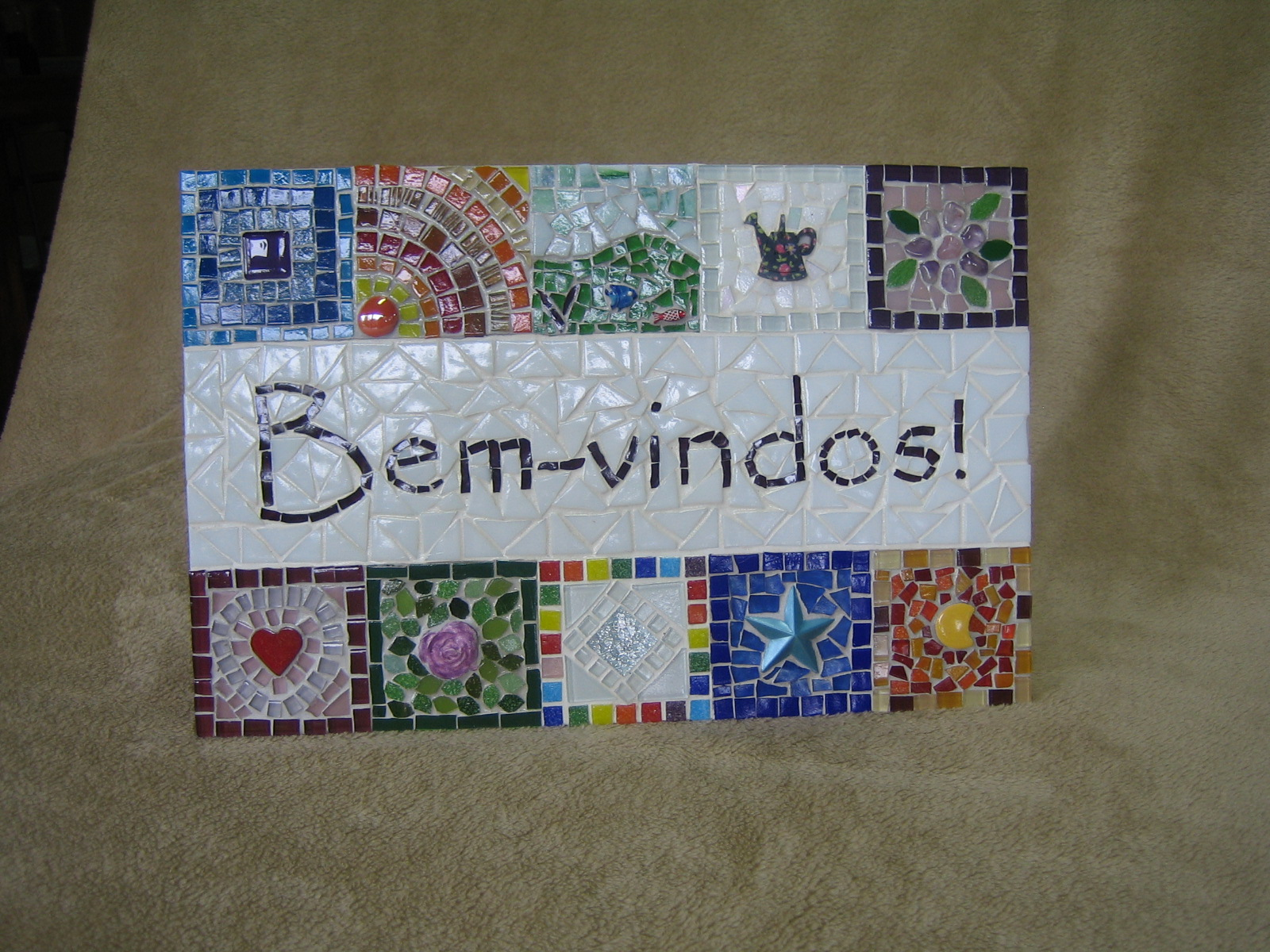 Painel de boas vindas em mosaico p coral mosaicos elo7 for El mural de mosaicos