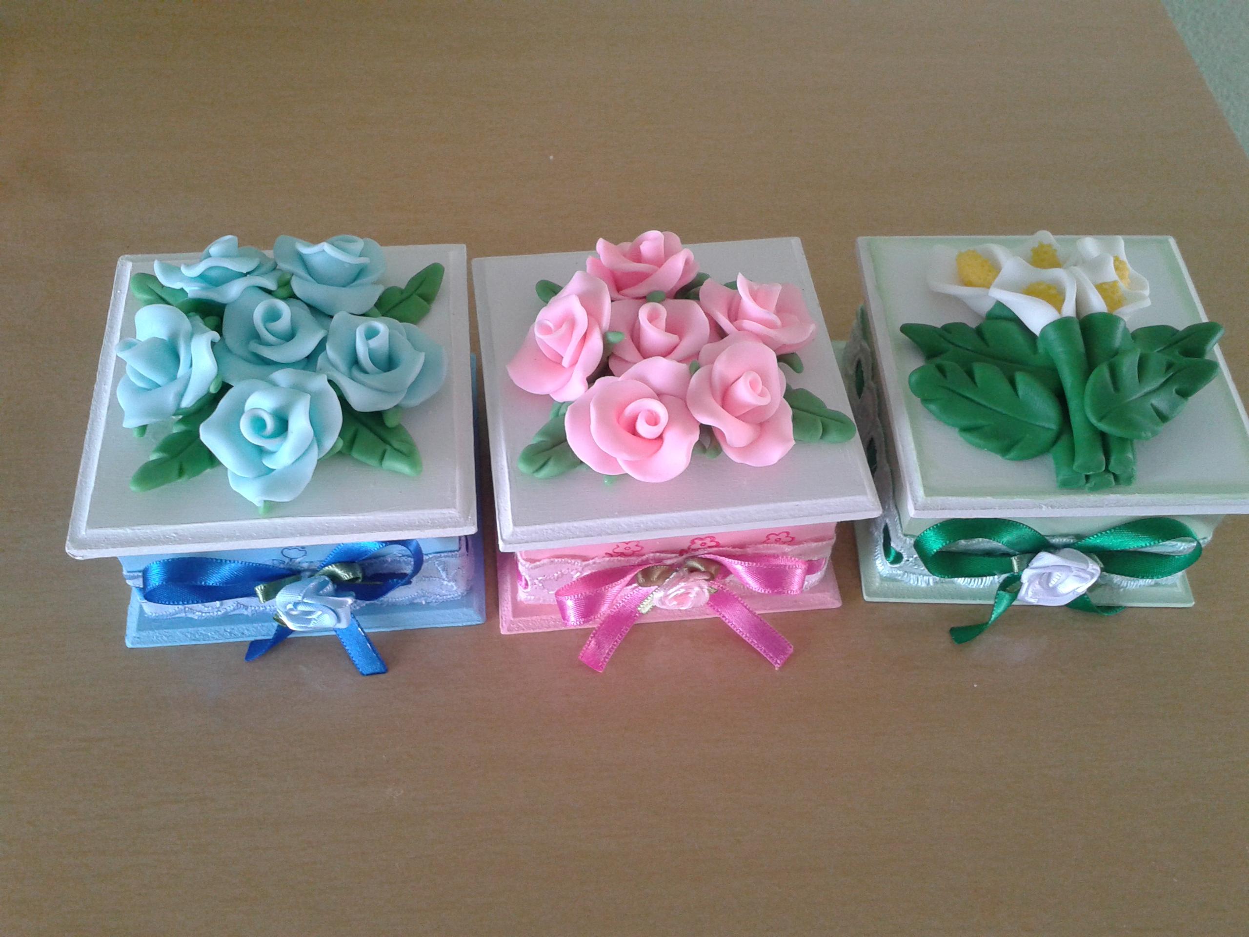 flores de biscuit lembrancinhas caixinha com flores de biscuit caixas  #226444 2560x1920