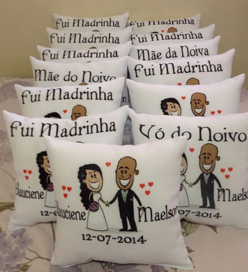 Resultado de imagem para lembrança padrinhos madrinhas casamento ALMOFADA