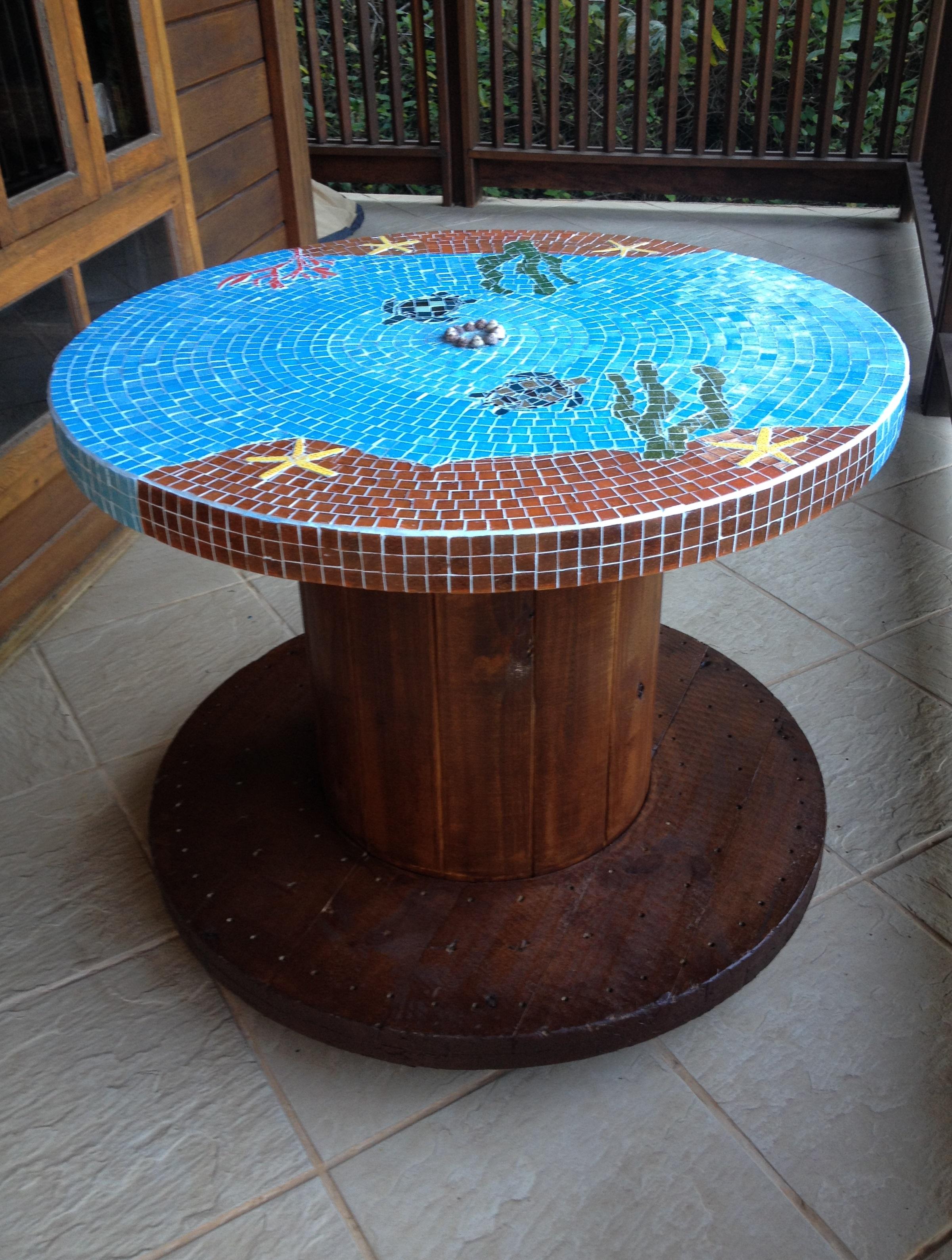 Mesa carretel em mosaico com tartarugas imagine mosaicos for Mesas de mosaico