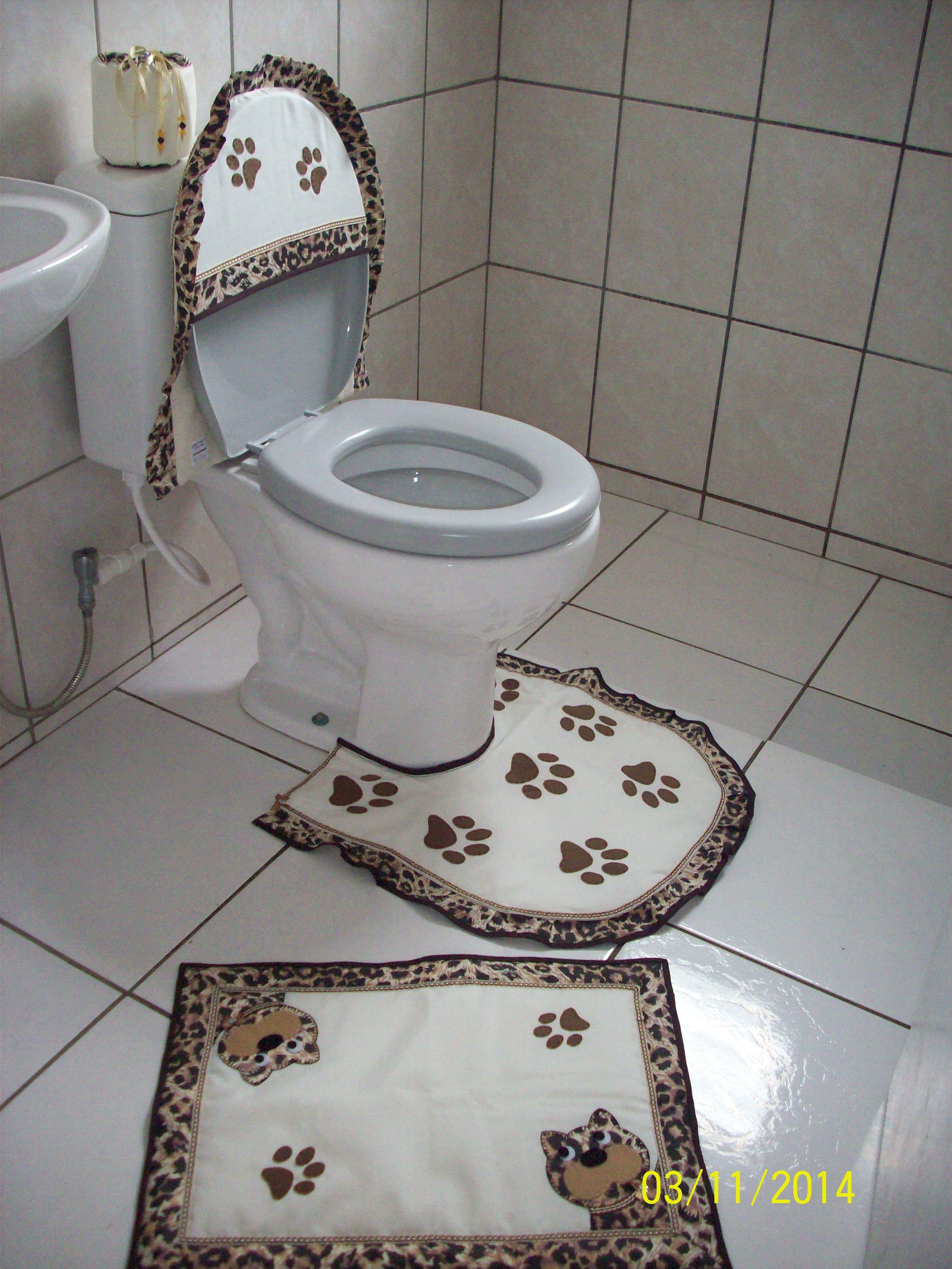 tapetes para banheiro oncinha jogo de tapete de banheiro em patchwork #6B5E4E 2472 3296