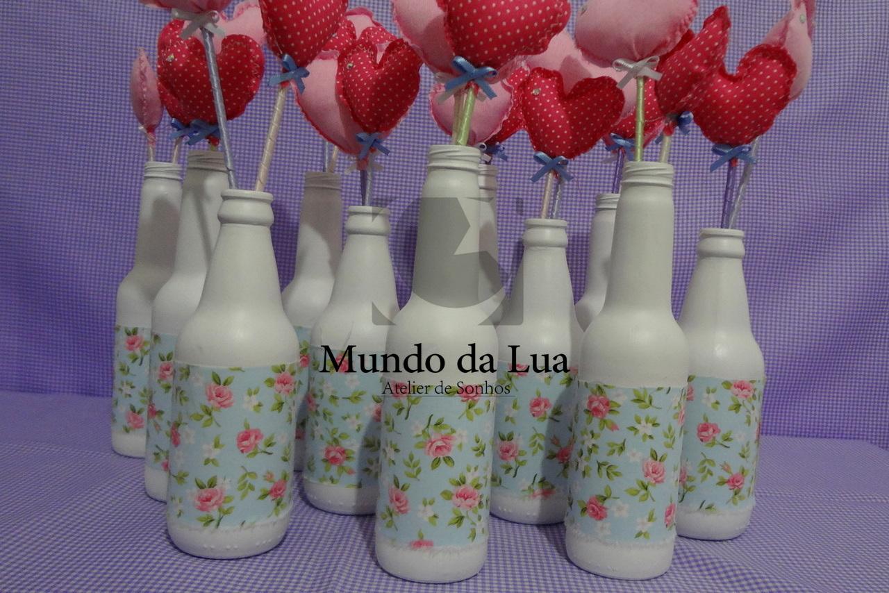 Arranjo de tulipas feitas em tecido, ideal para enfeitar ambientes.  Garrafinha em vidro com