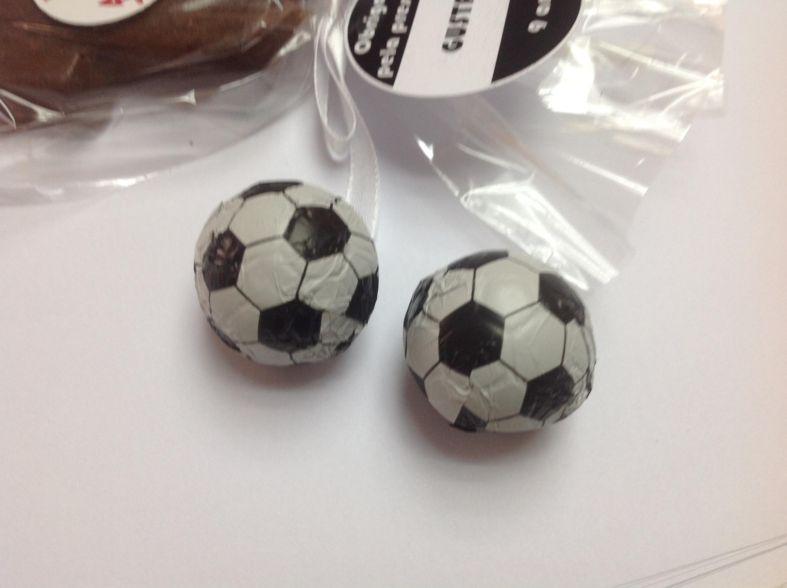39502290a Bola de futebol em Chocolate no Elo7