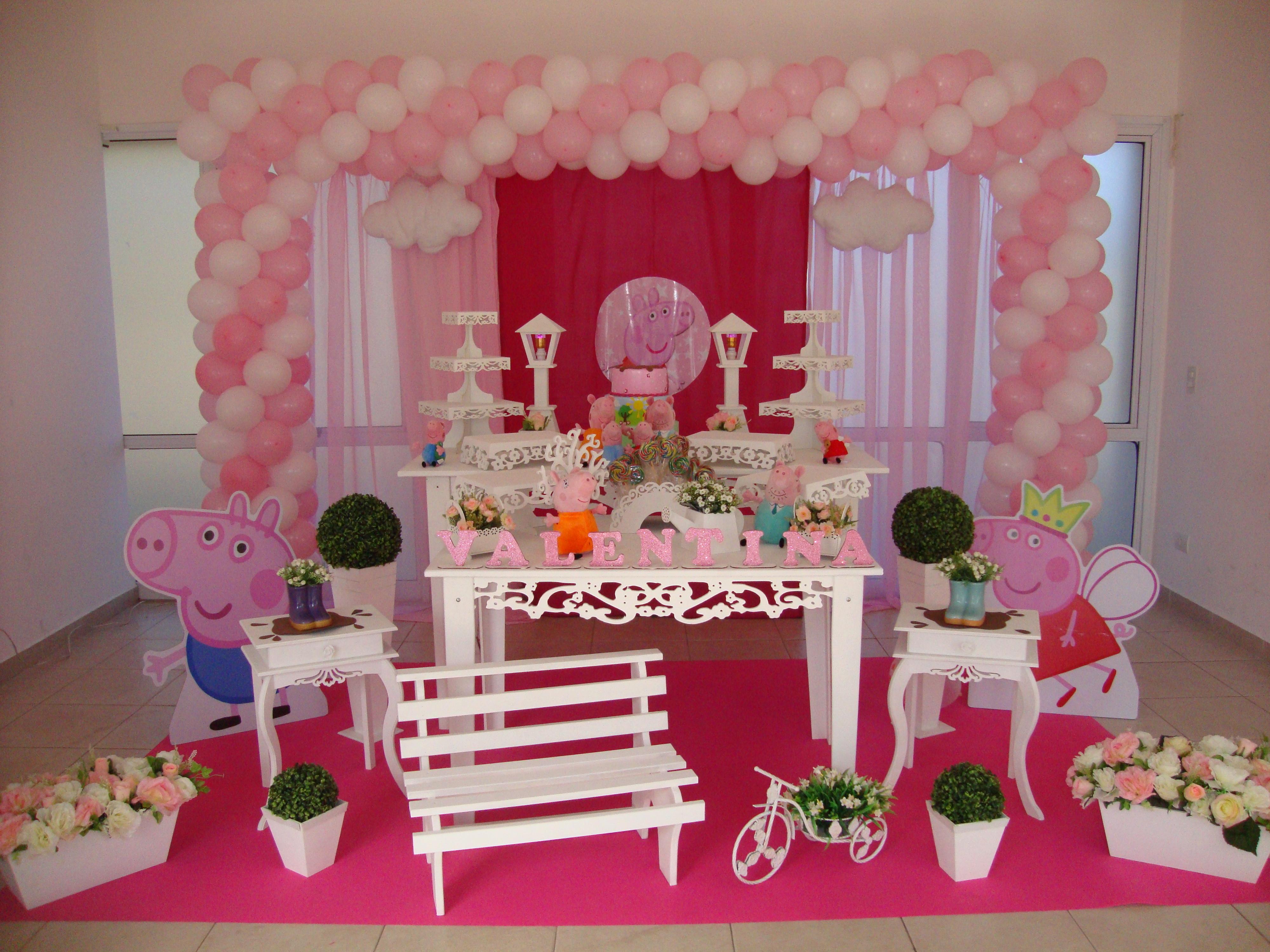A porquinha mais amada das festas infantis: Peppa Pig! Esse tema caiu mesmo  no gosto infantil né? A criançada adora!! Festa lindinha com dec.