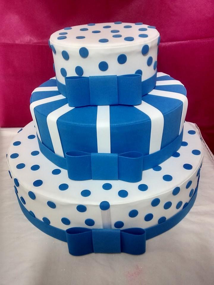 bolo-fake-azul-e-branco-cha-de-fralda.jpg