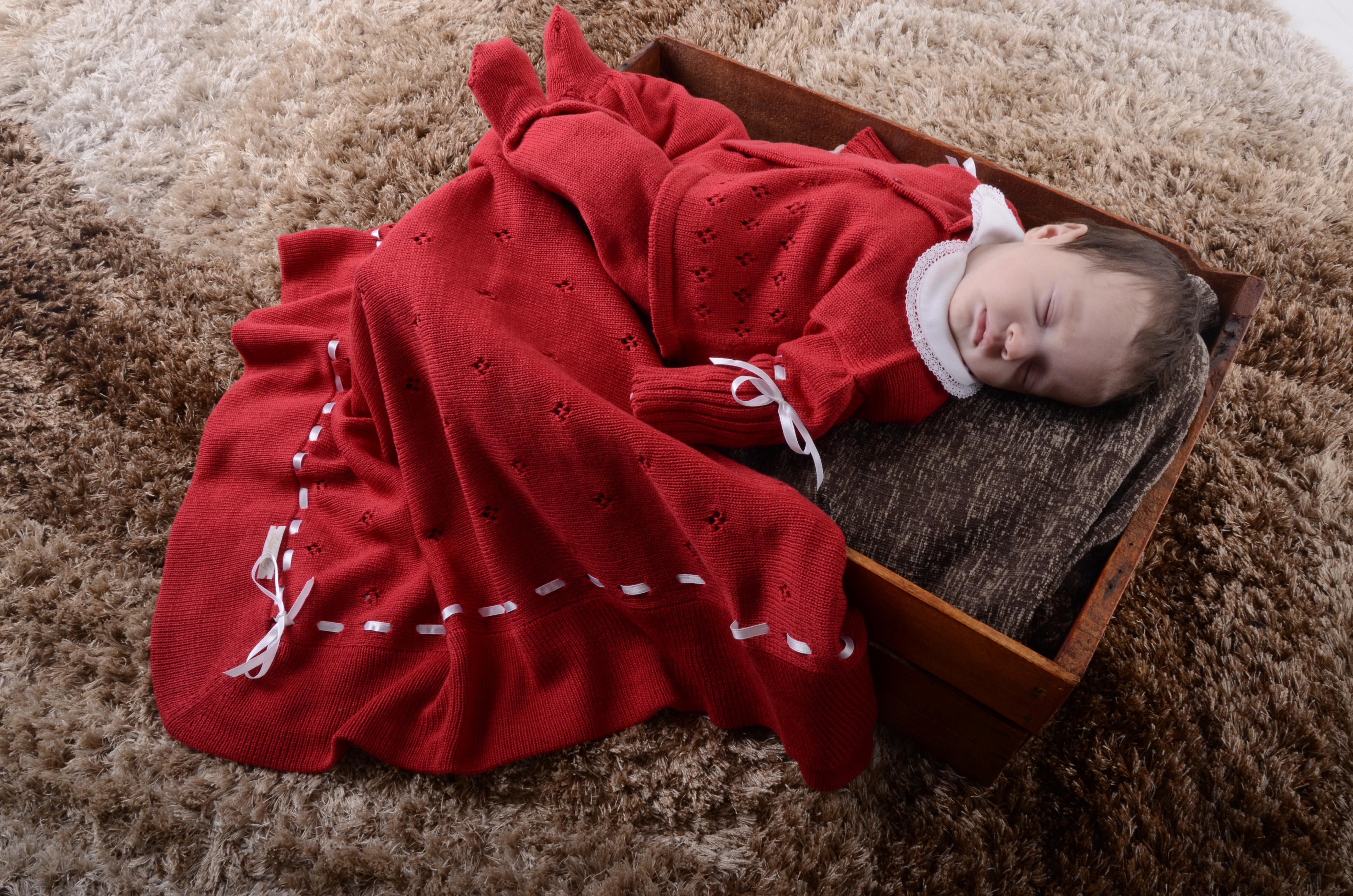 89e474908f3a2 Saida Maternidade Vermelha com Dourado